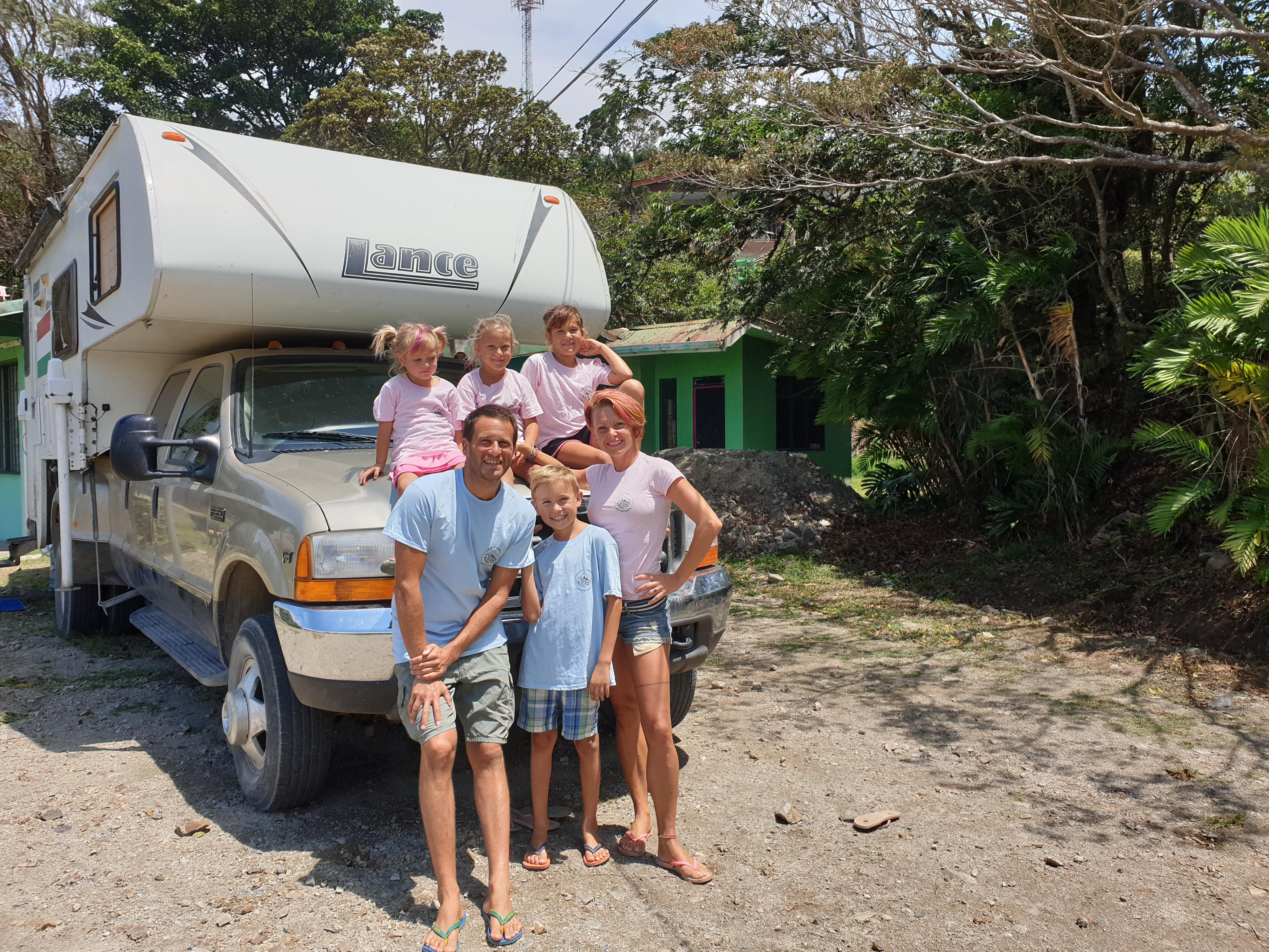 Egy négygyerekes magyar család lakóautóval vágott neki Közép-Amerikának