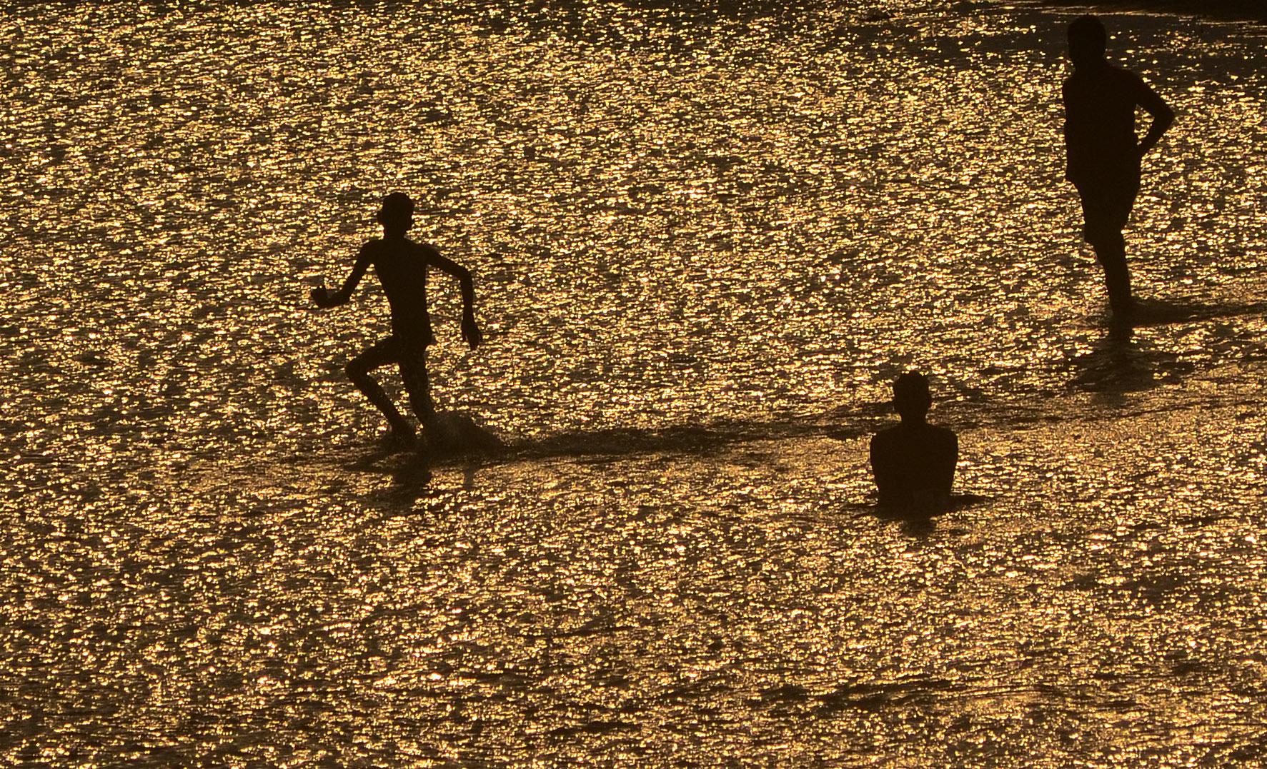 Százával evakuálják a falvakat Indiában a pusztító hőség miatt