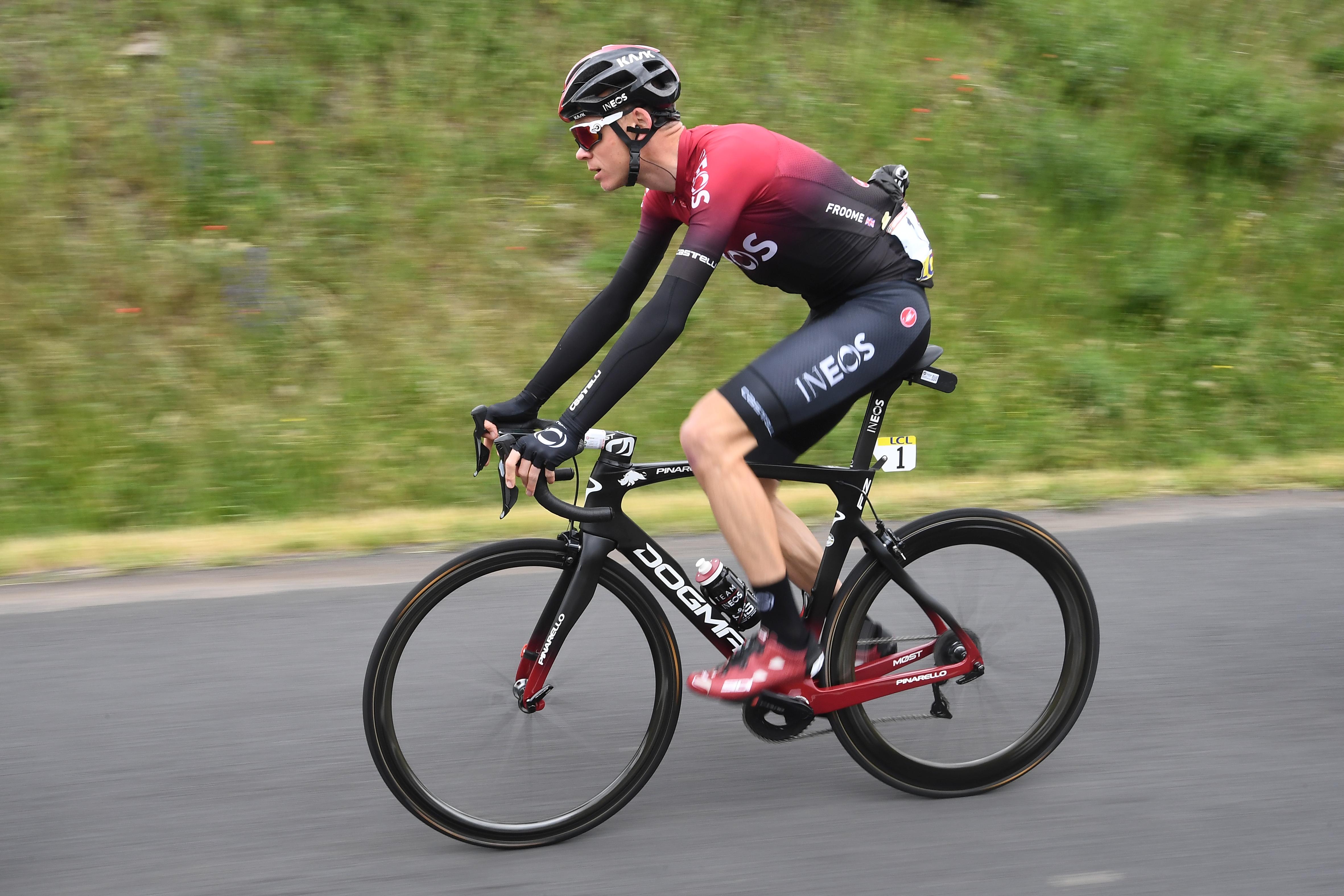 Chris Froome óriásit bukott edzésen, eltört a lába, így nem indul a Tour de France-on