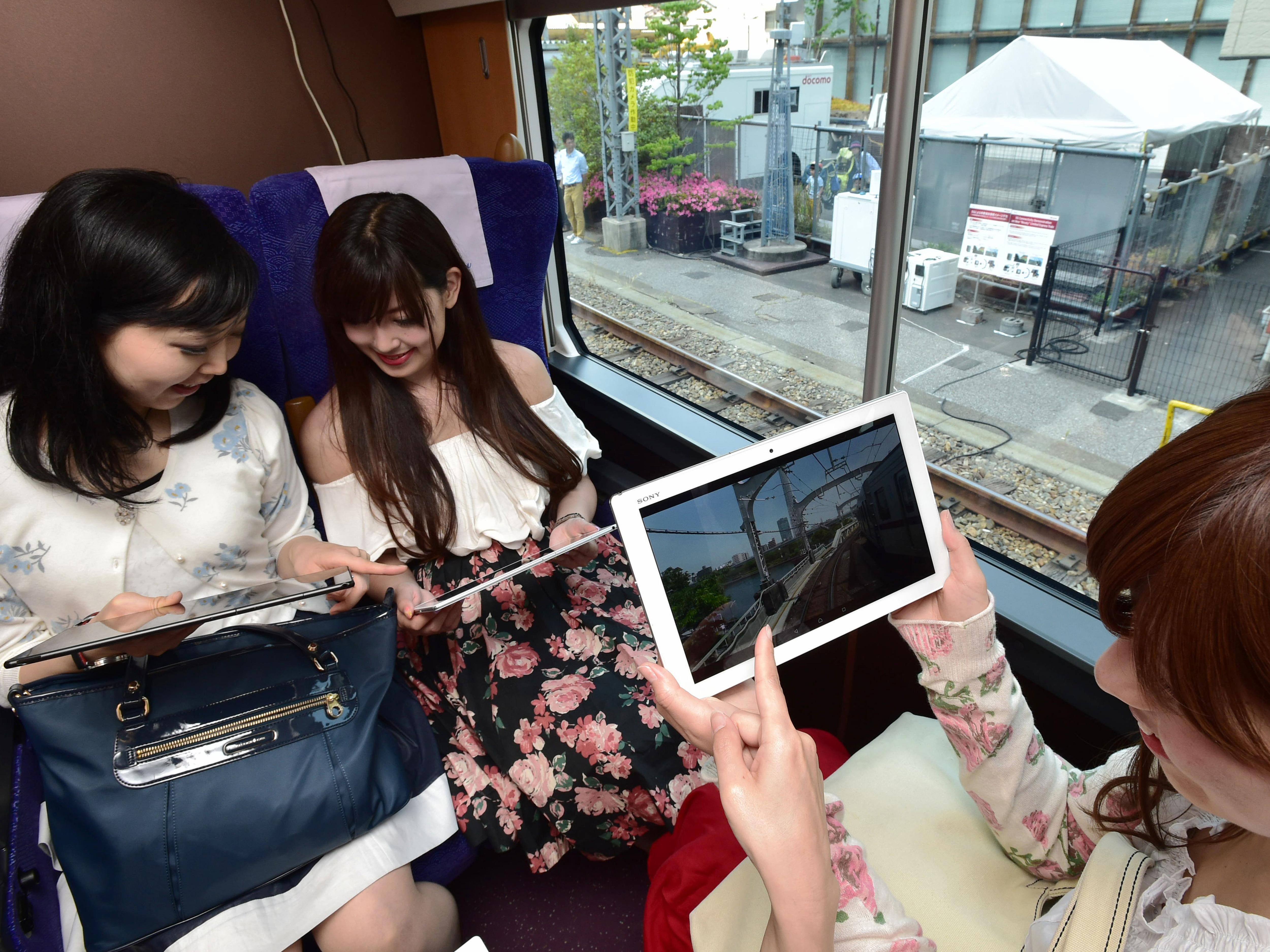 A közlekedési lámpákból fog áradni az 5G Japánban