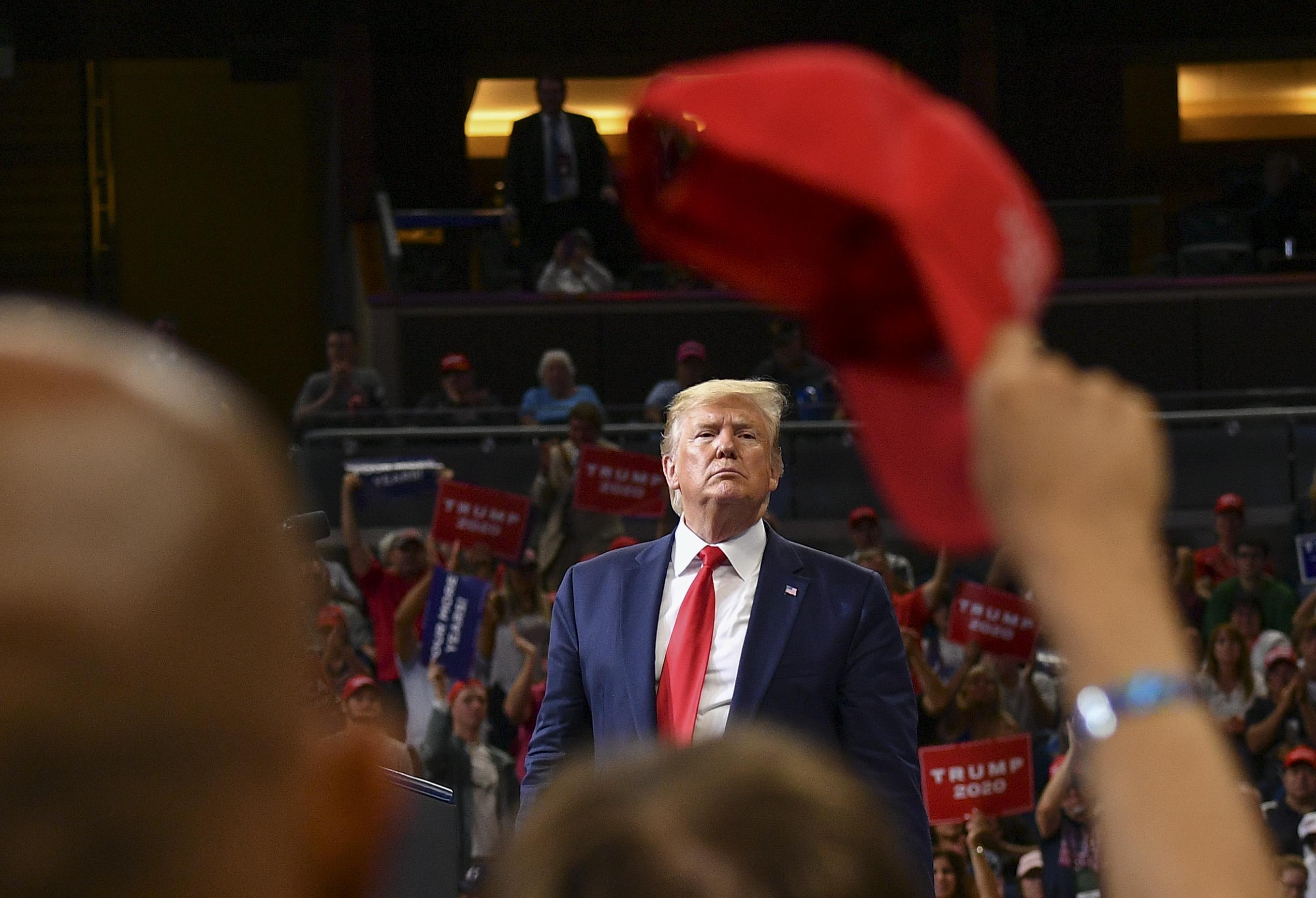 Trump első választási ígéretei: meggyógyítja a rákot, kiirtja az AIDS-t, meghódítja a Marsot