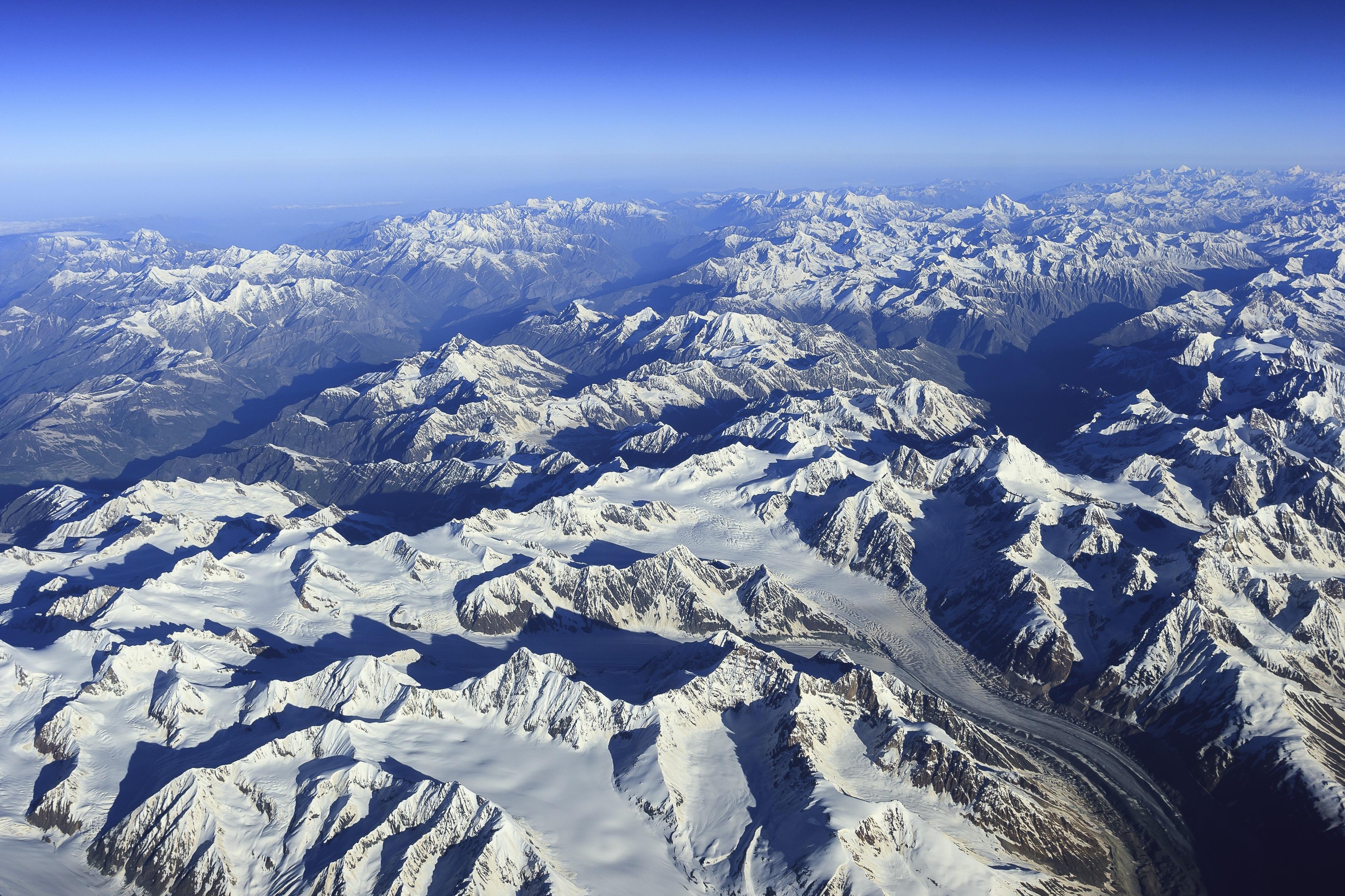 Hidegháborús műholdakkal mutatták ki, hogy rohamtempóban olvadnak a Himalája gleccserei