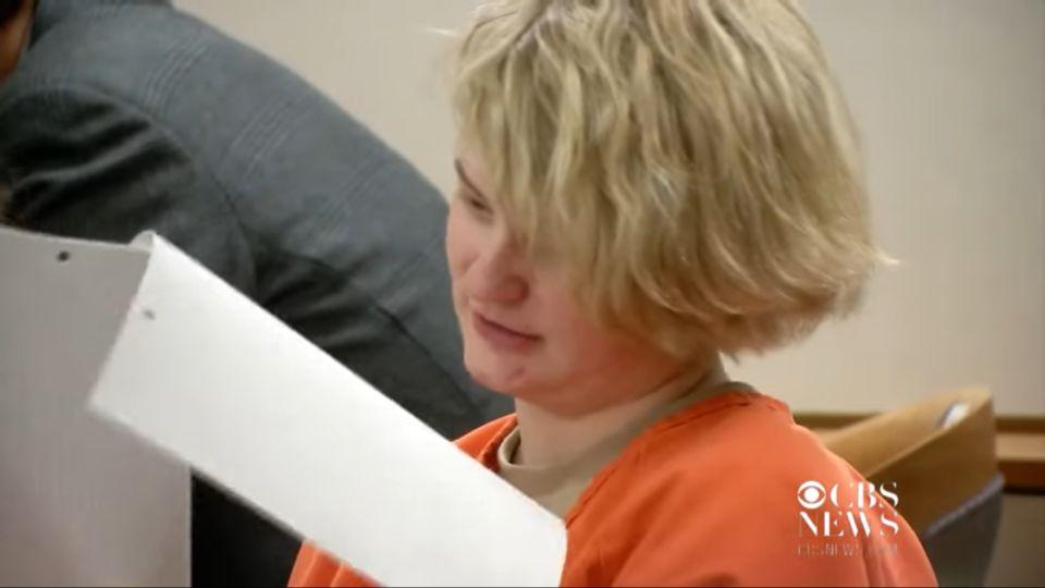 Egy netes csaló vett rá egy 19 éves alaszkai nőt, hogy gyilkolja meg legjobb barátnőjét
