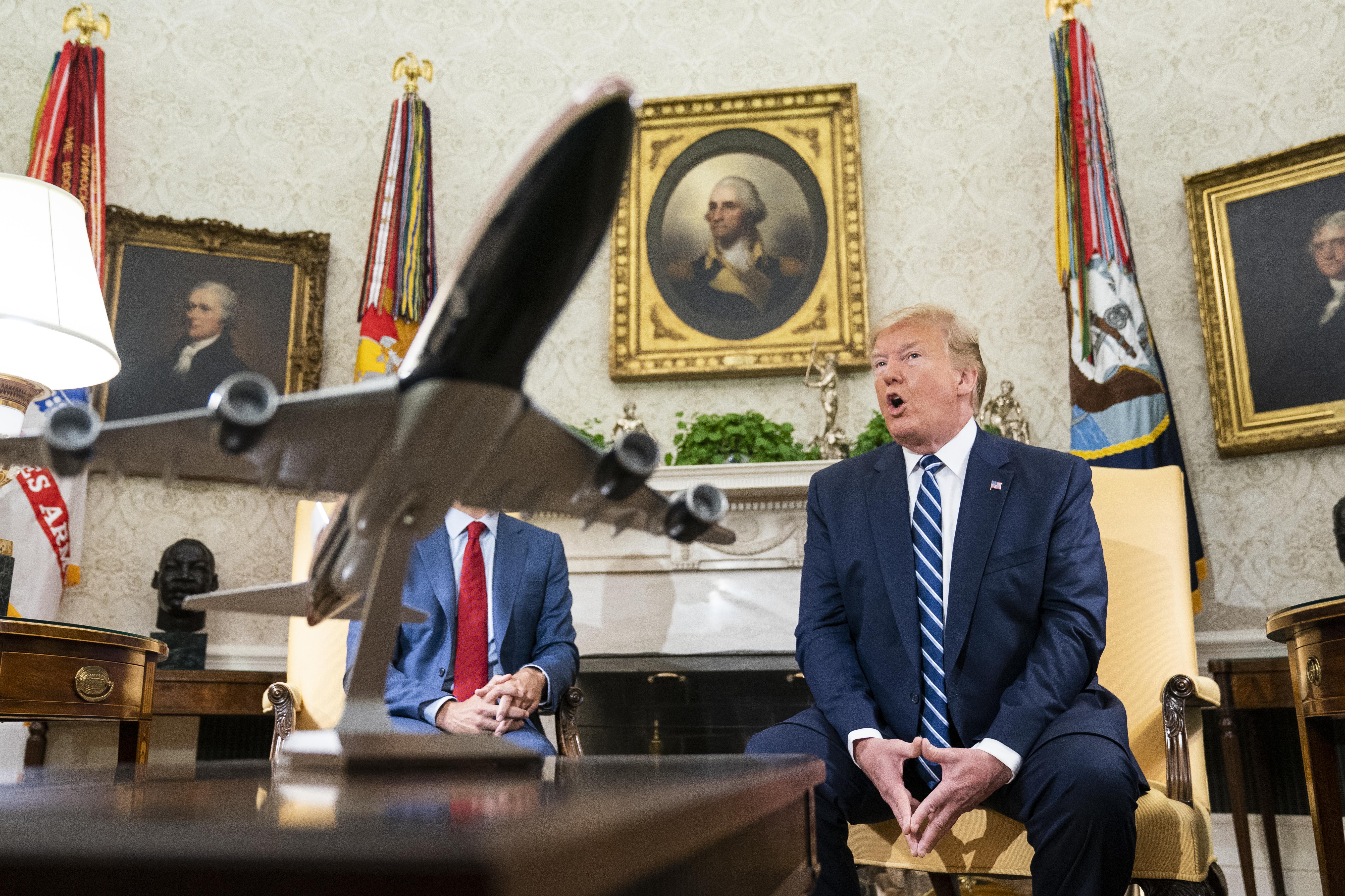 Trump azt állítja, hogy csak a kilövés előtt 10 perccel tudta meg, milyen sokan halnának meg a légicsapásokban