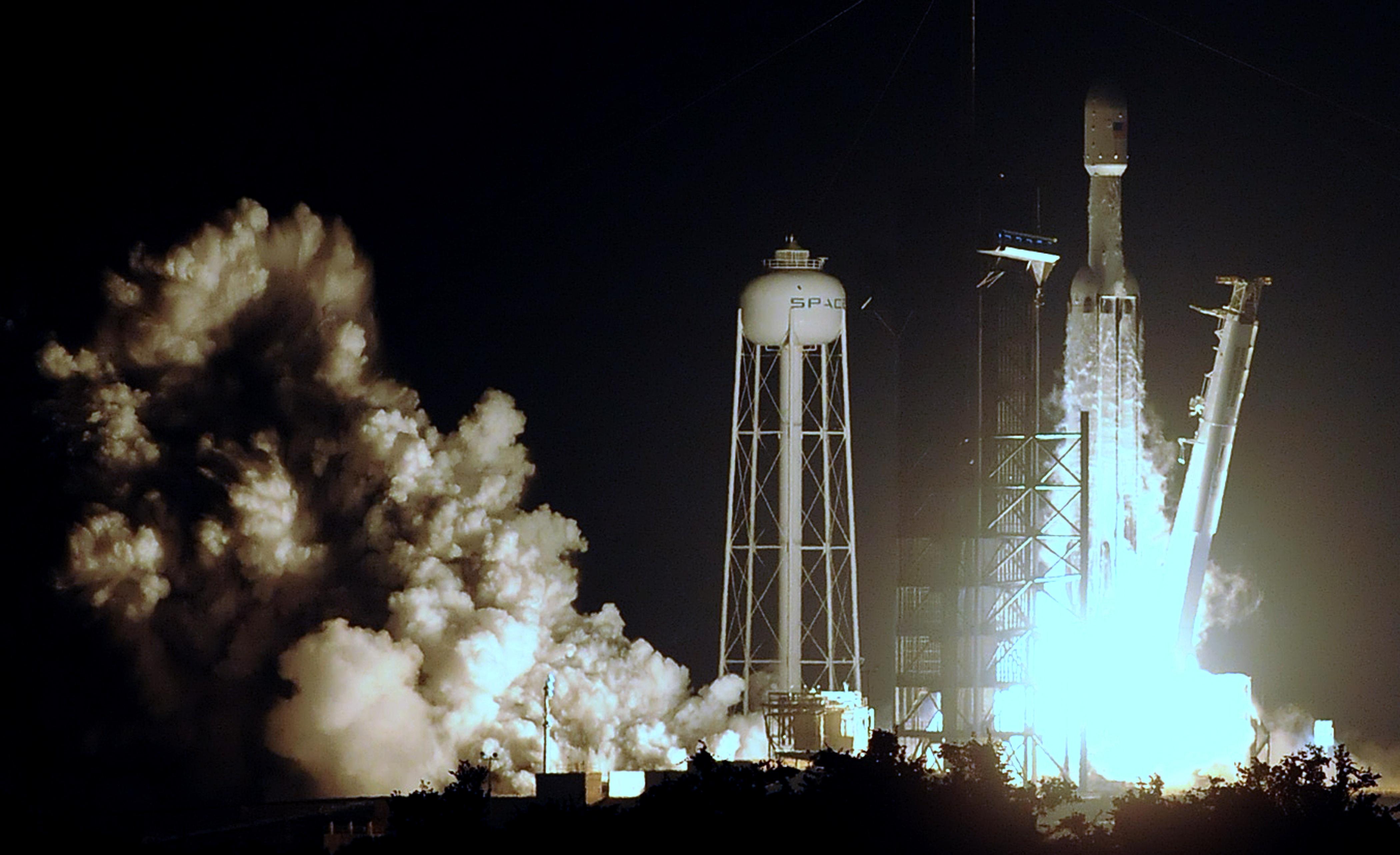 Sikeresen lőtték fel a Falcon Heavyt
