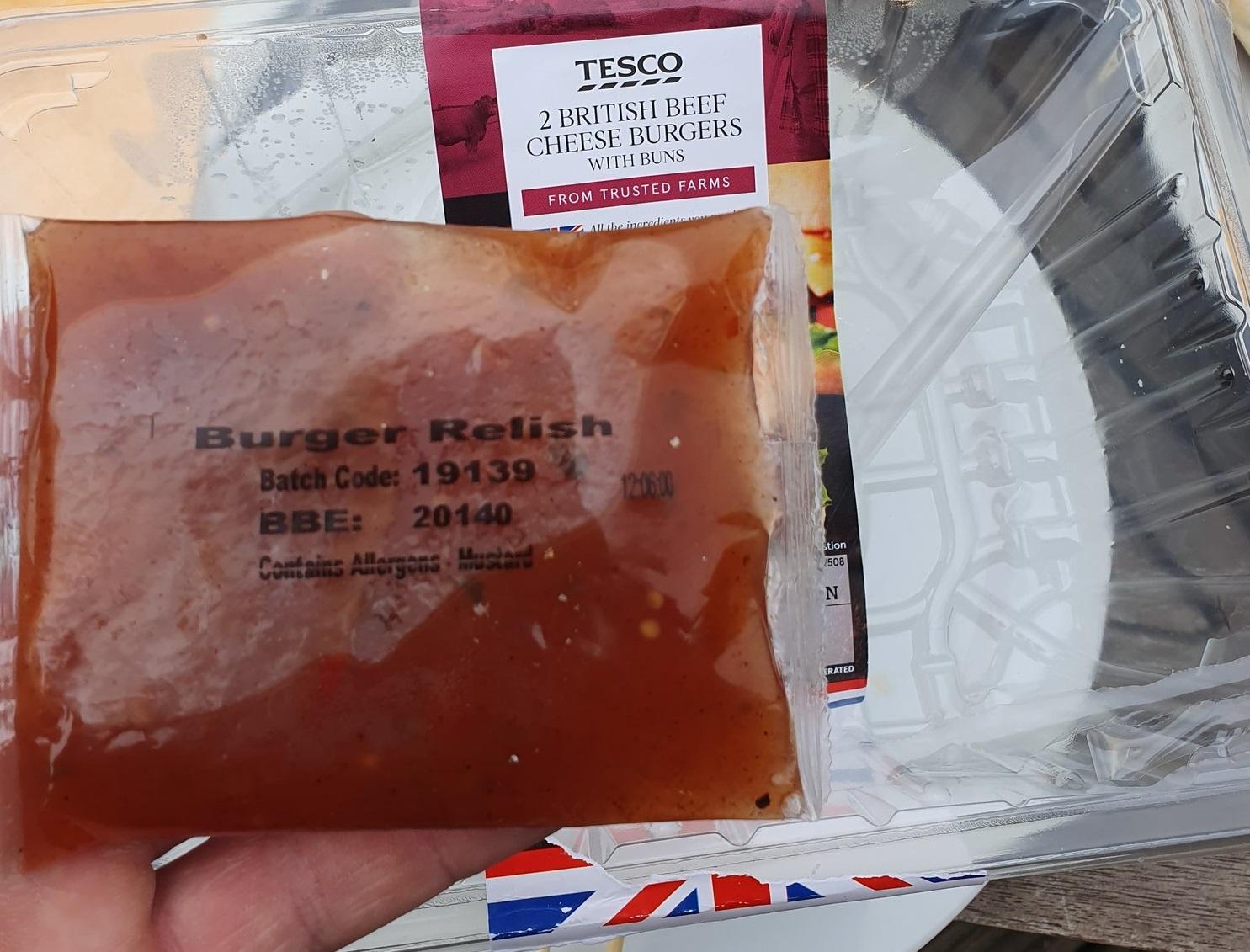 A Tesco valamiért a Julián-naptár szerint írta rá a szavatossági dátumot egy hamburgerszószra