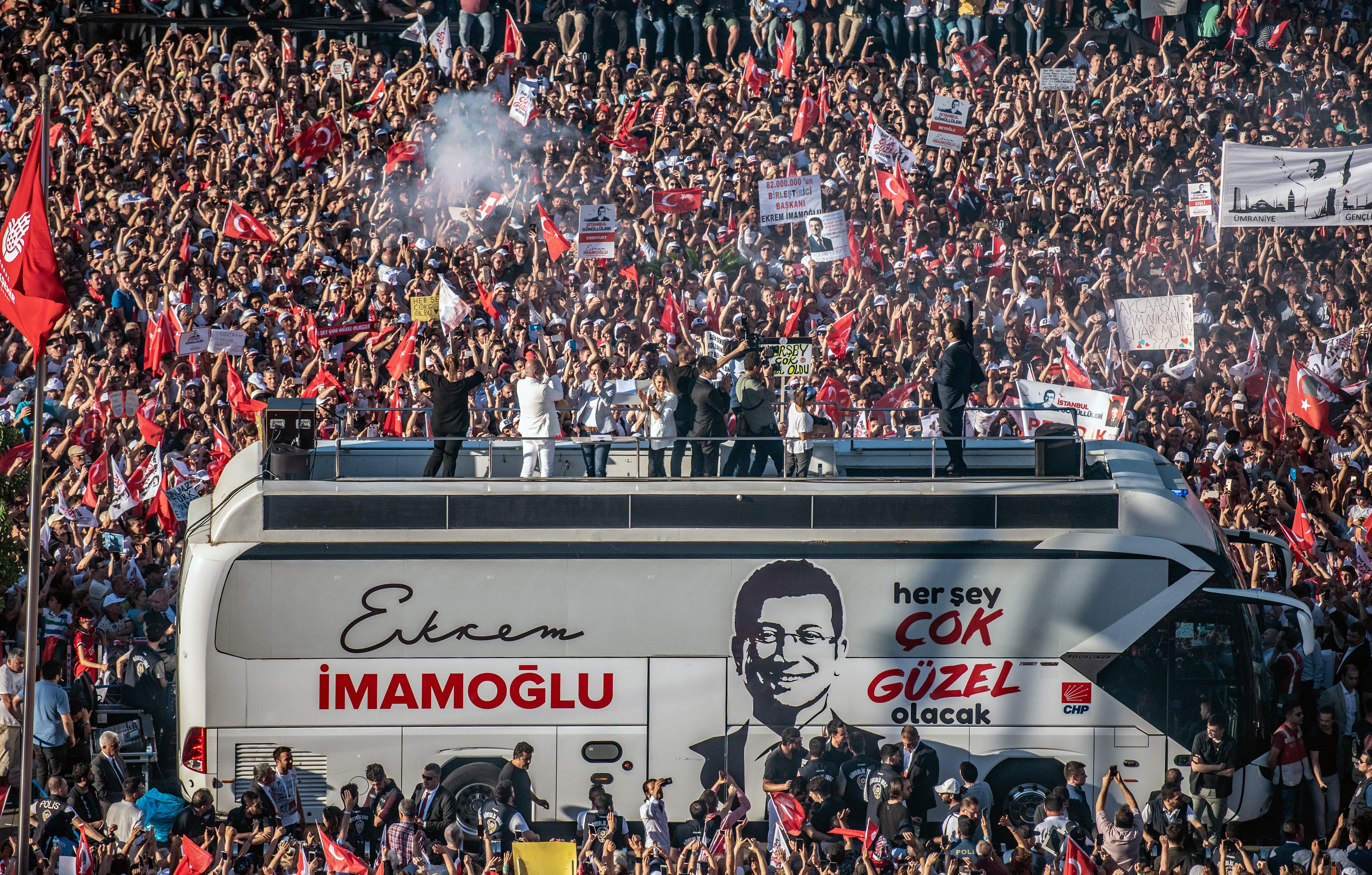Másodszor is átvette megbízólevelét Isztambul új, ellenzéki főpolgármestere