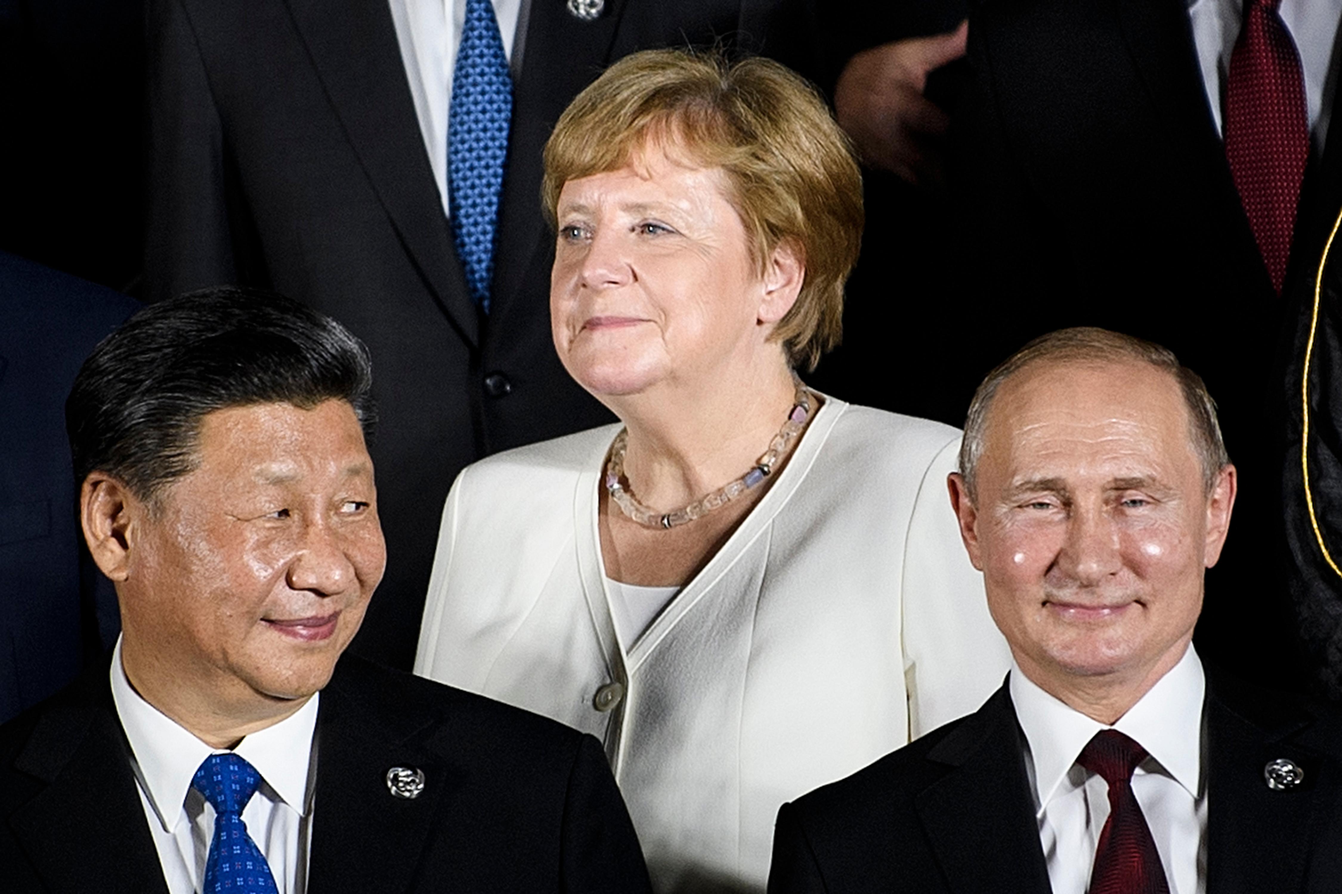 """""""Merkel oszakai képei olyan kancellárt mutatnak, aki teljességgel aktív és egészséges"""", mondta a helyettes kormányszóvivő"""