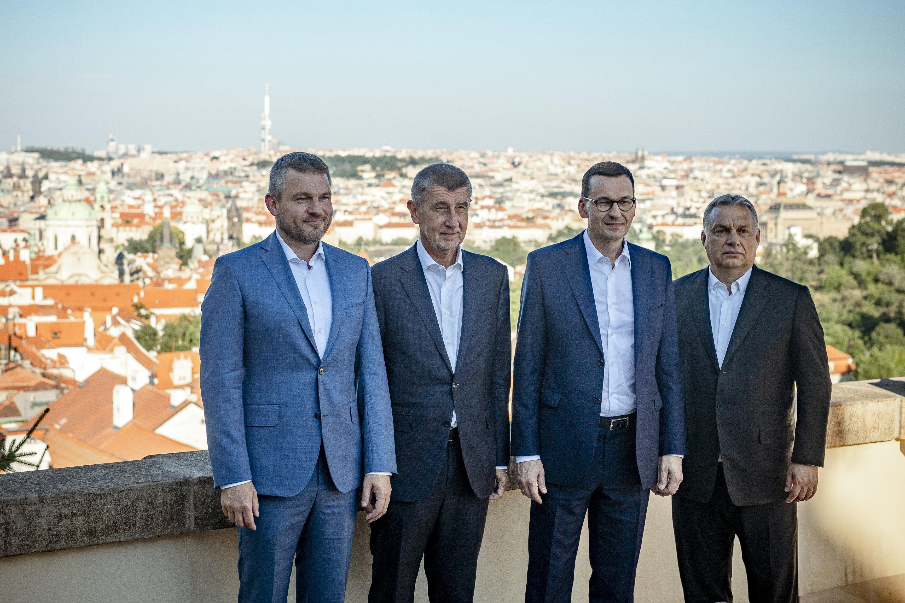 A vasárnapi EU-csúcs előtt Prágában egyeztet a V4