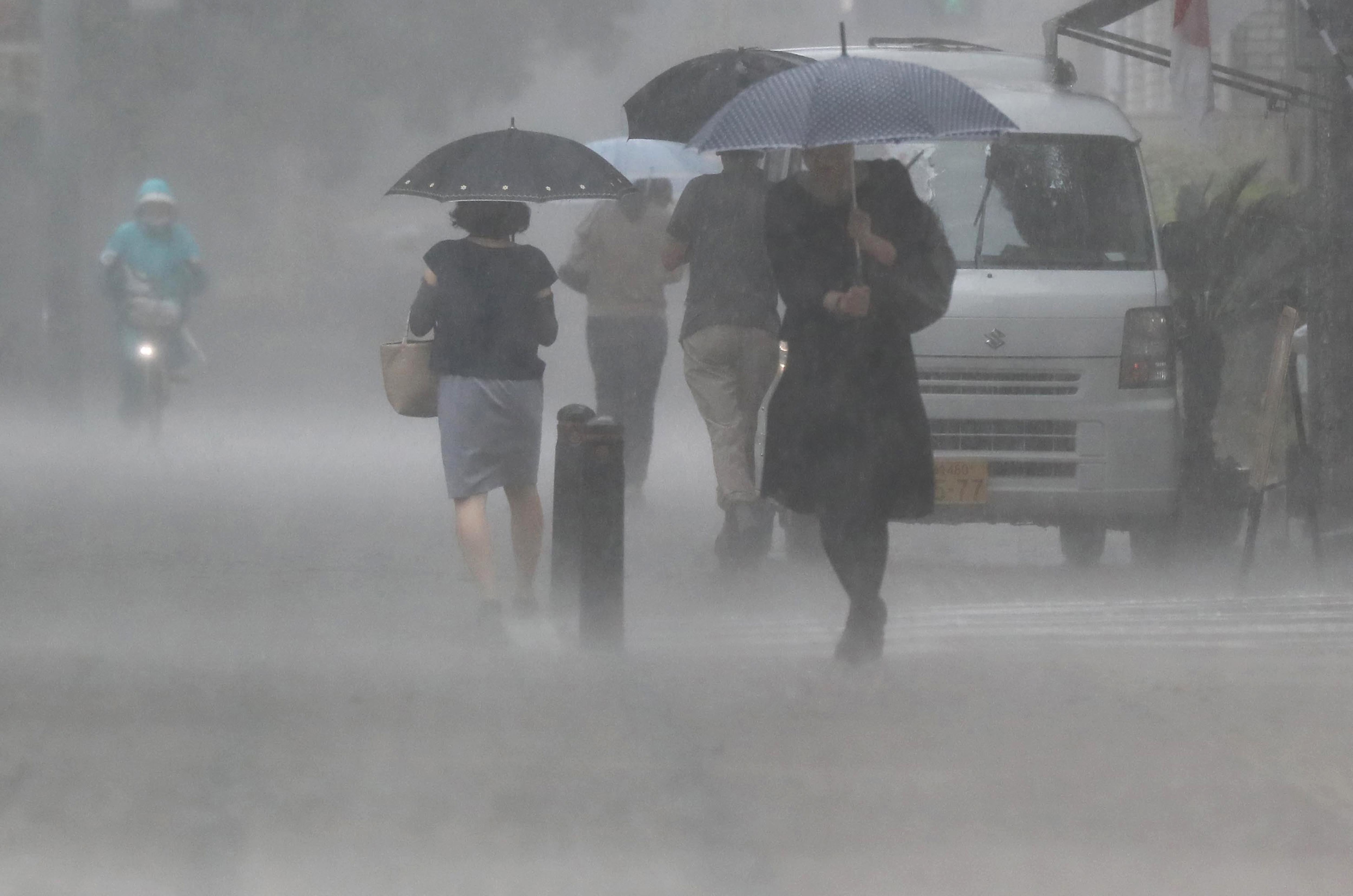 830 ezer embert kértek otthona elhagyására Japánban a heves esőzések miatt