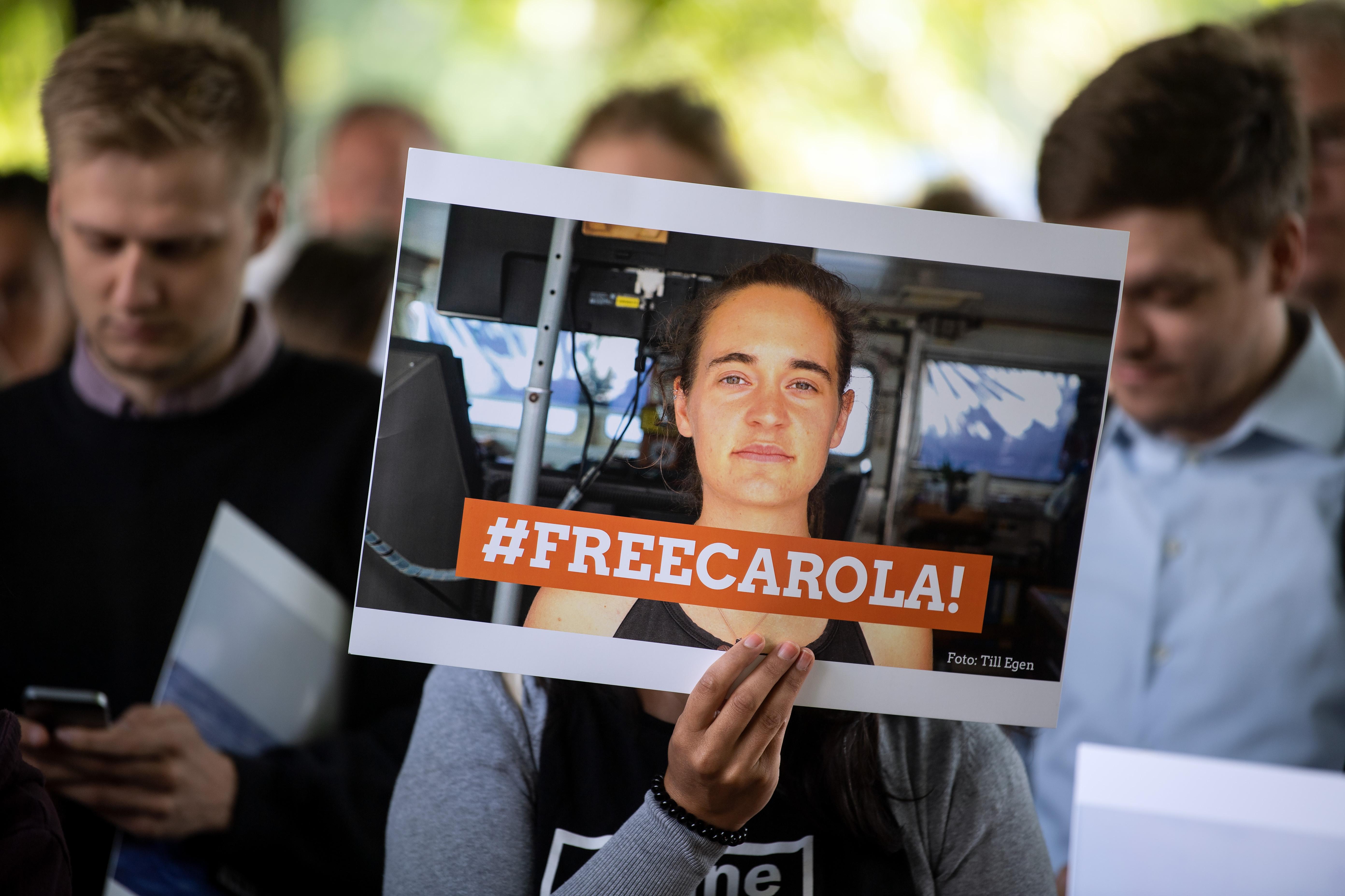 Szabadon engedik Carola Racketét, Salvini rögtön ki is utasítja Olaszországból