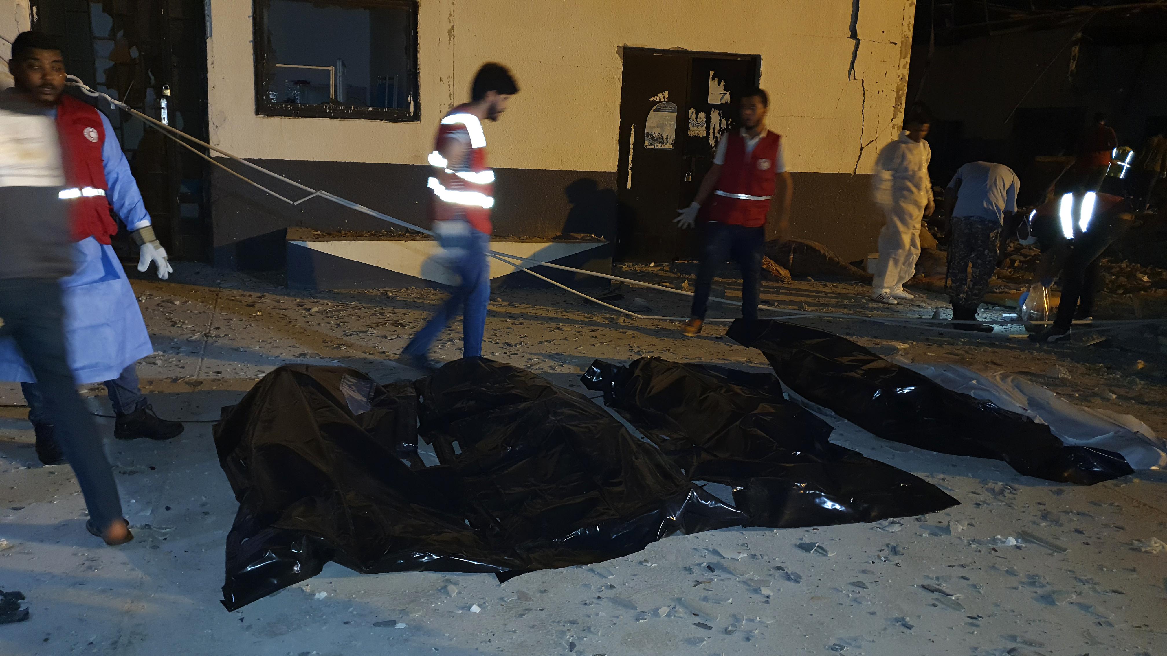 Menekülttábort ért légicsapás Tripoliban