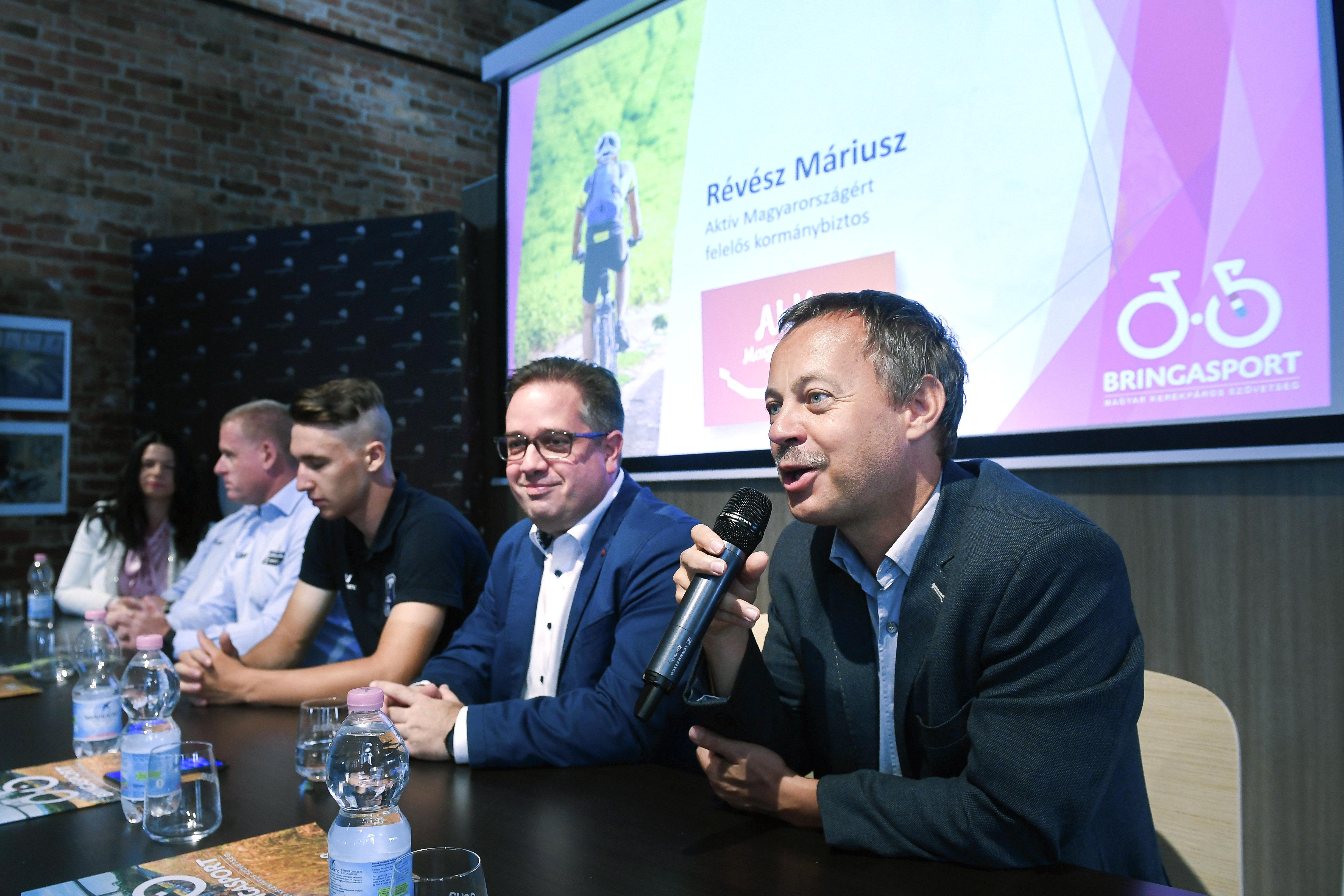 Révész Máriusz idei átadást ígért, de még egy méter sem épült meg a Budapest-Balaton kerékpárútból
