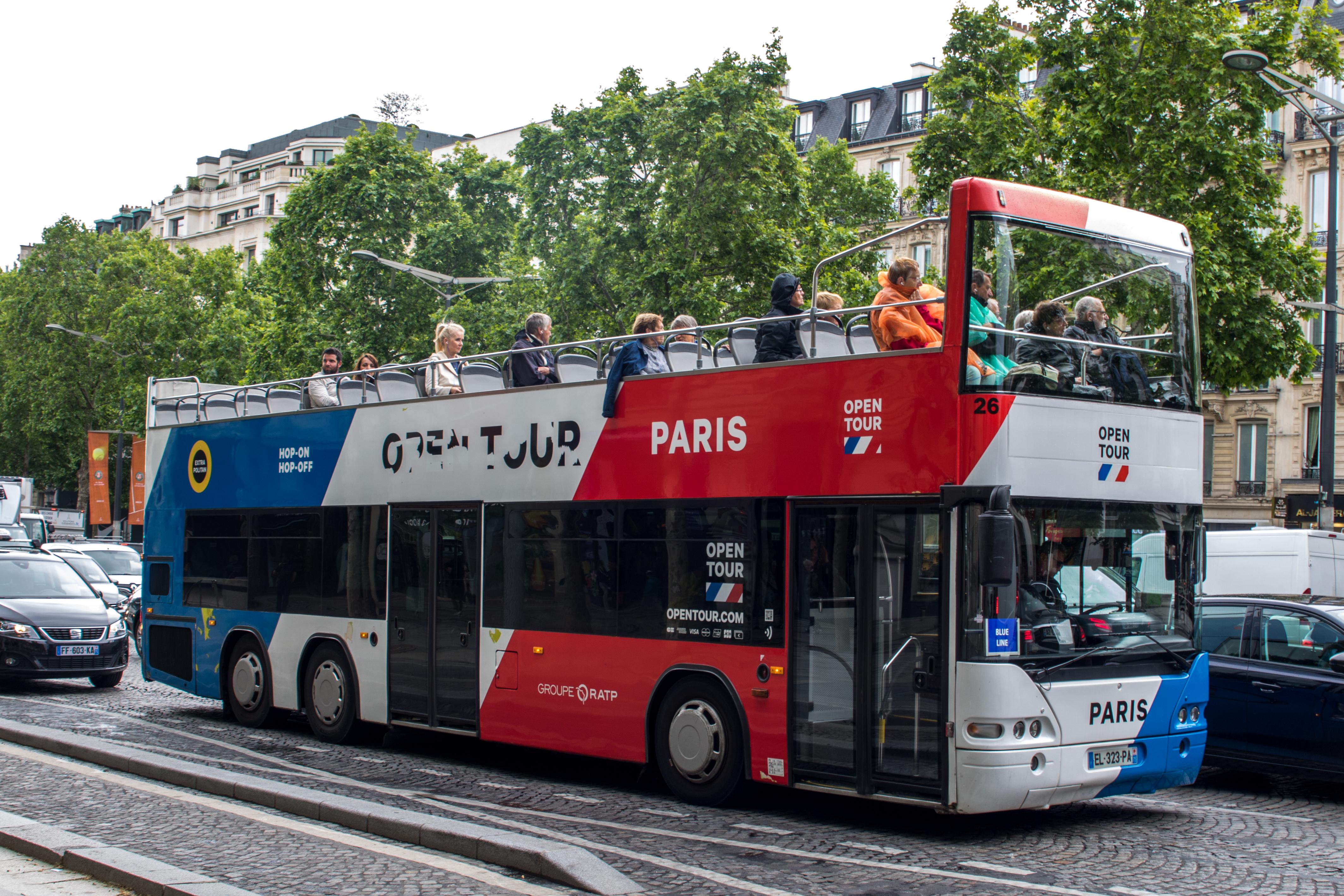 Párizs kitiltaná a belvárosából a turistabuszokat