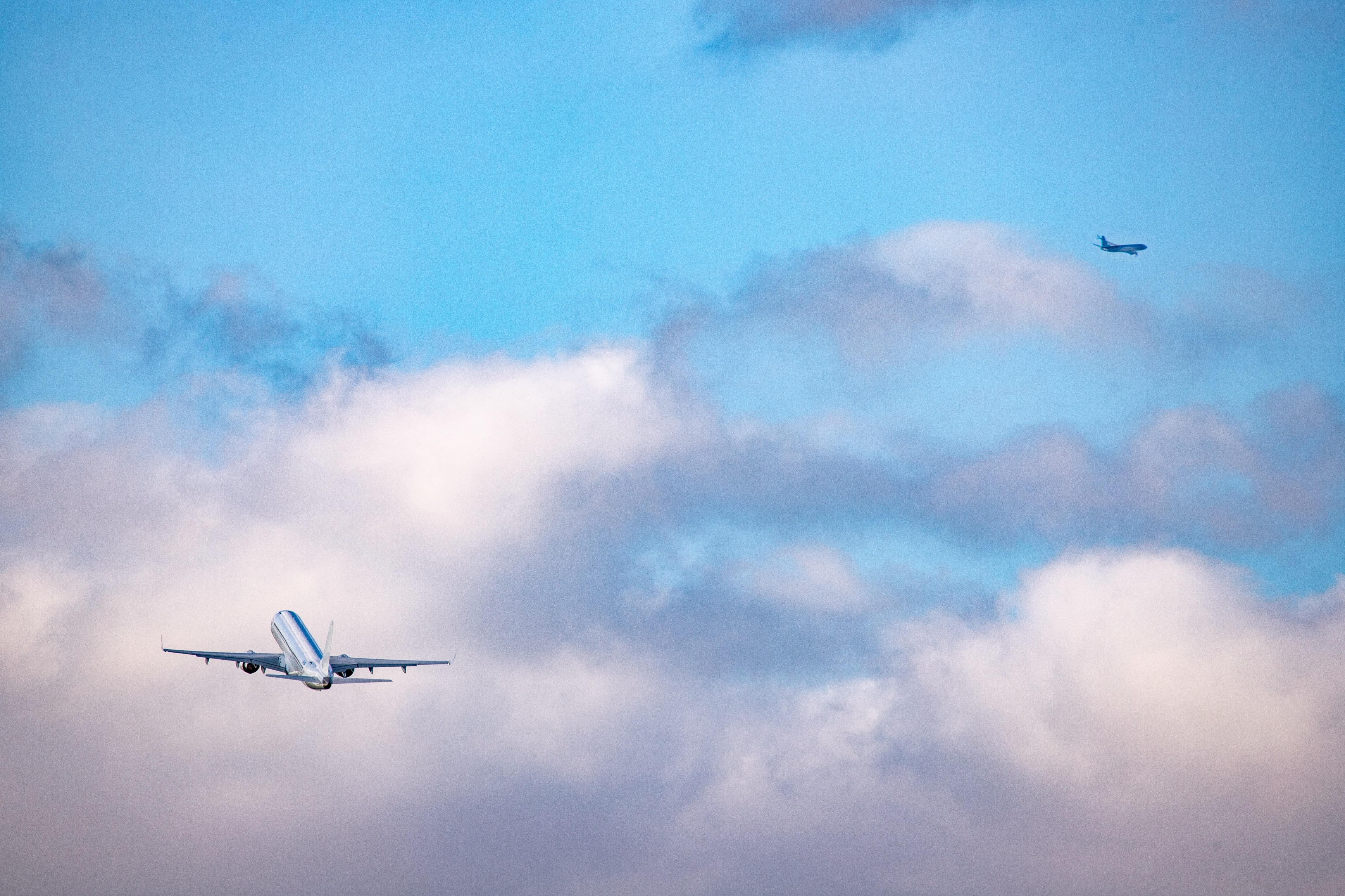 A KLM légitársaság arra kéri az utasait, hogy ne repüljenek annyit