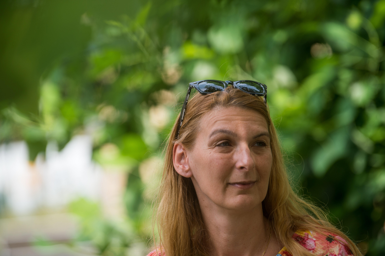 Baranyi Krisztina: Csoportban hoznak és kísérnek be embereket a szavazókörbe Ferencvárosban