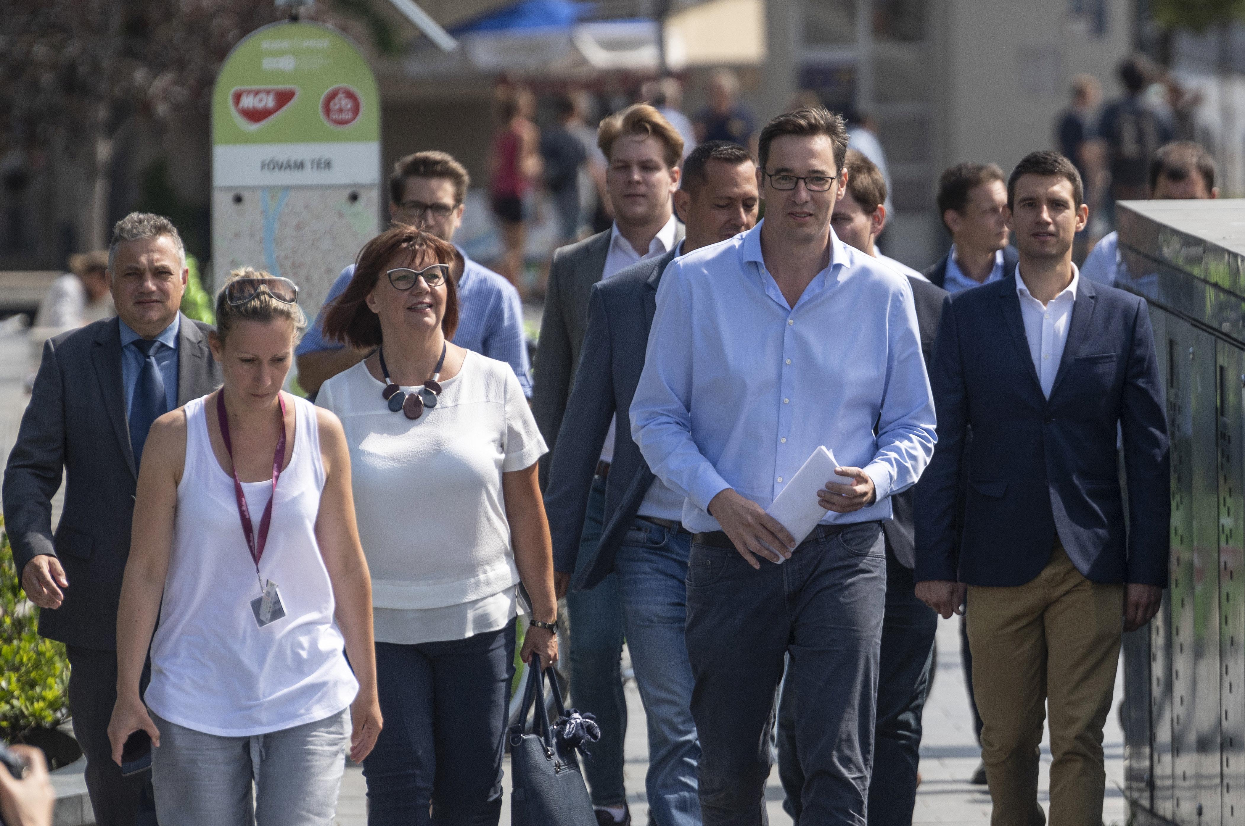 Közös közleményben tiltakoznak Budapest ellenzéki polgármesterei a kormány megszorító csomagja miatt