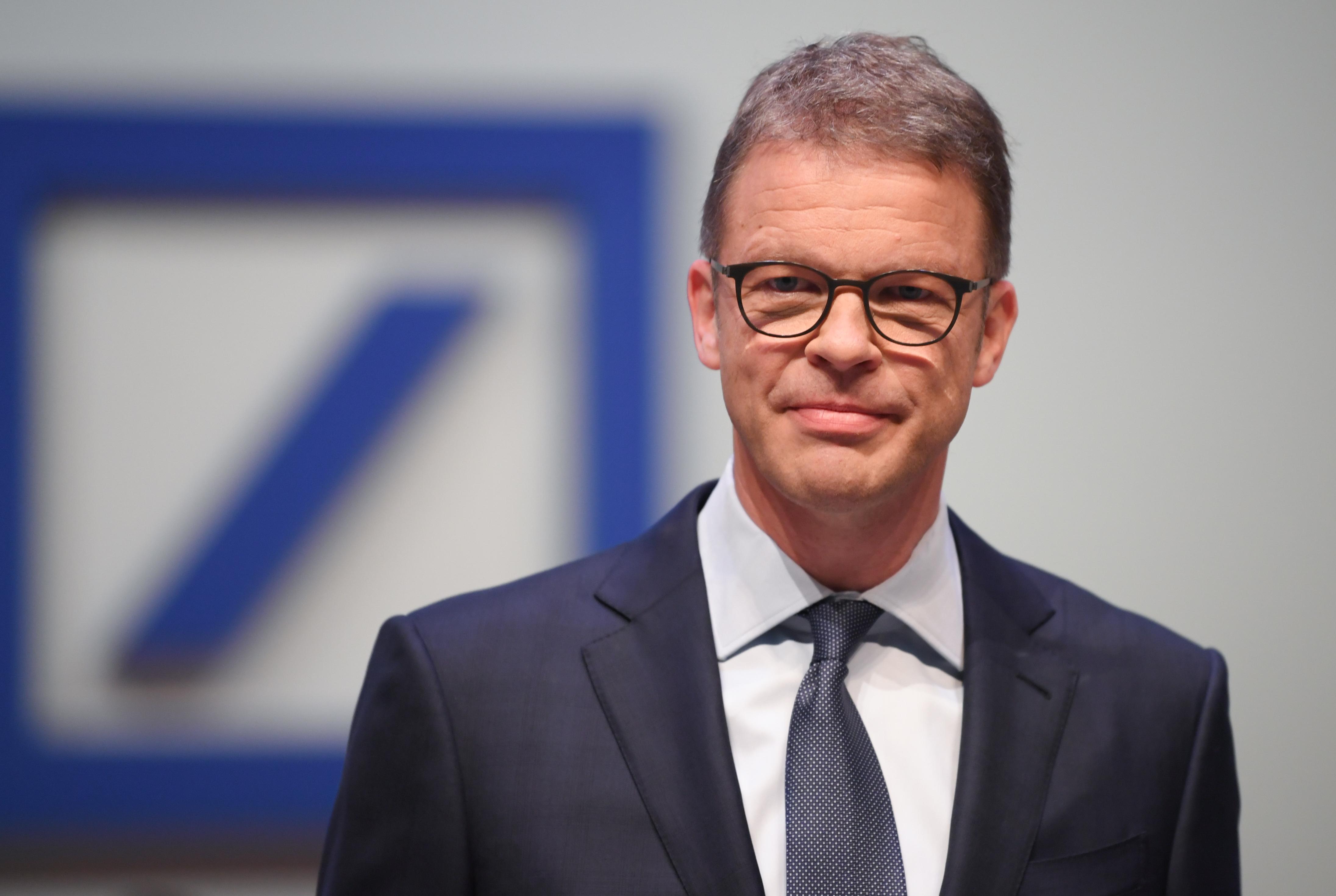 Munkavállalói ötödét, akár 20 ezer embert is kirúghat a Deutsche Bank