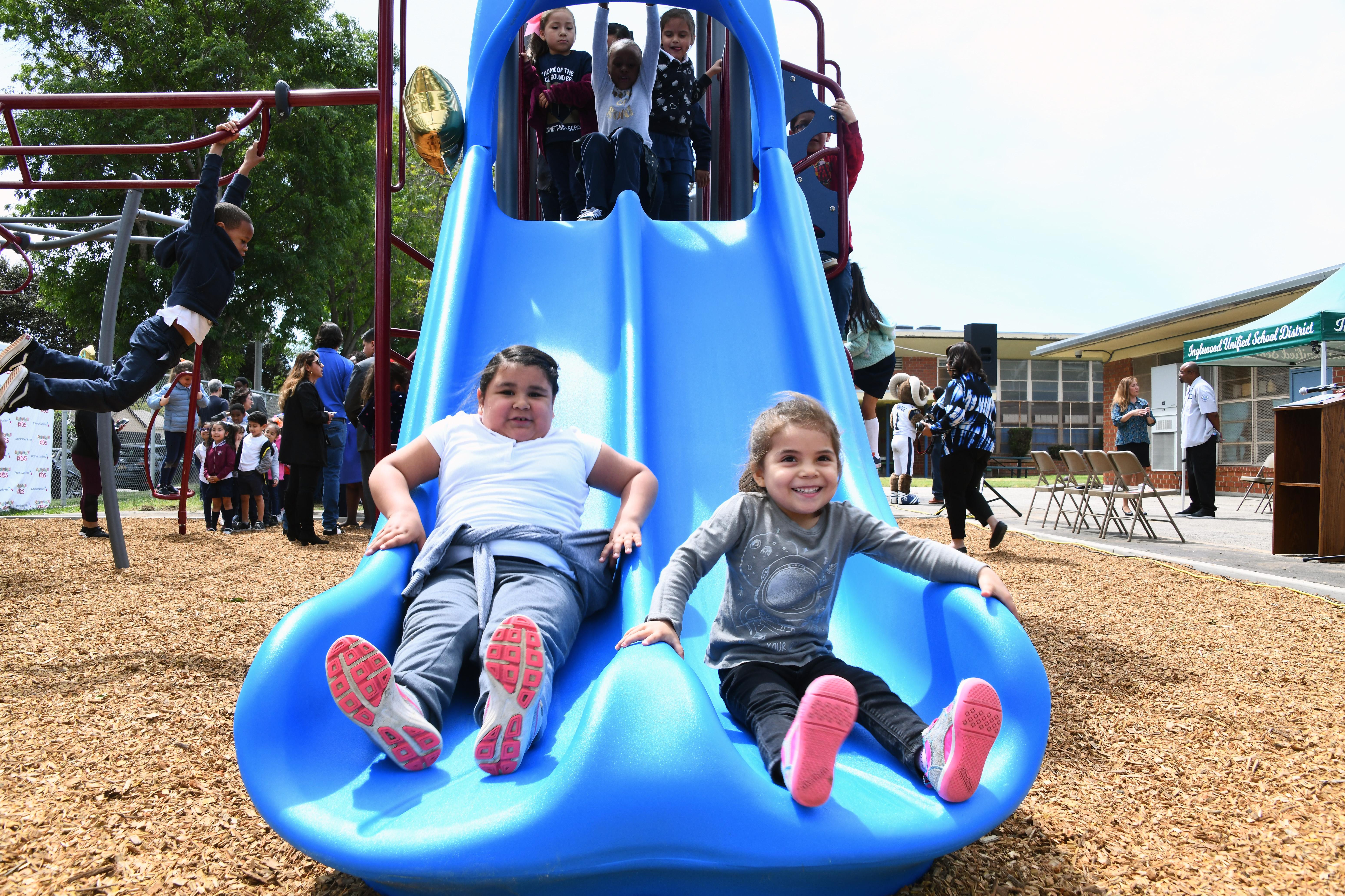 Hollandiában be kell zárni egy játszóteret, mert túl hangosan játszottak a gyerekek