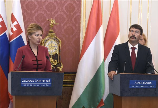 A szlovák államfő Zuzana Caputová Áder Jánossal közös sajtótájékoztatóján beszélt arról, hogy hisz a liberális demokráciában és nem Soros György ügynöke