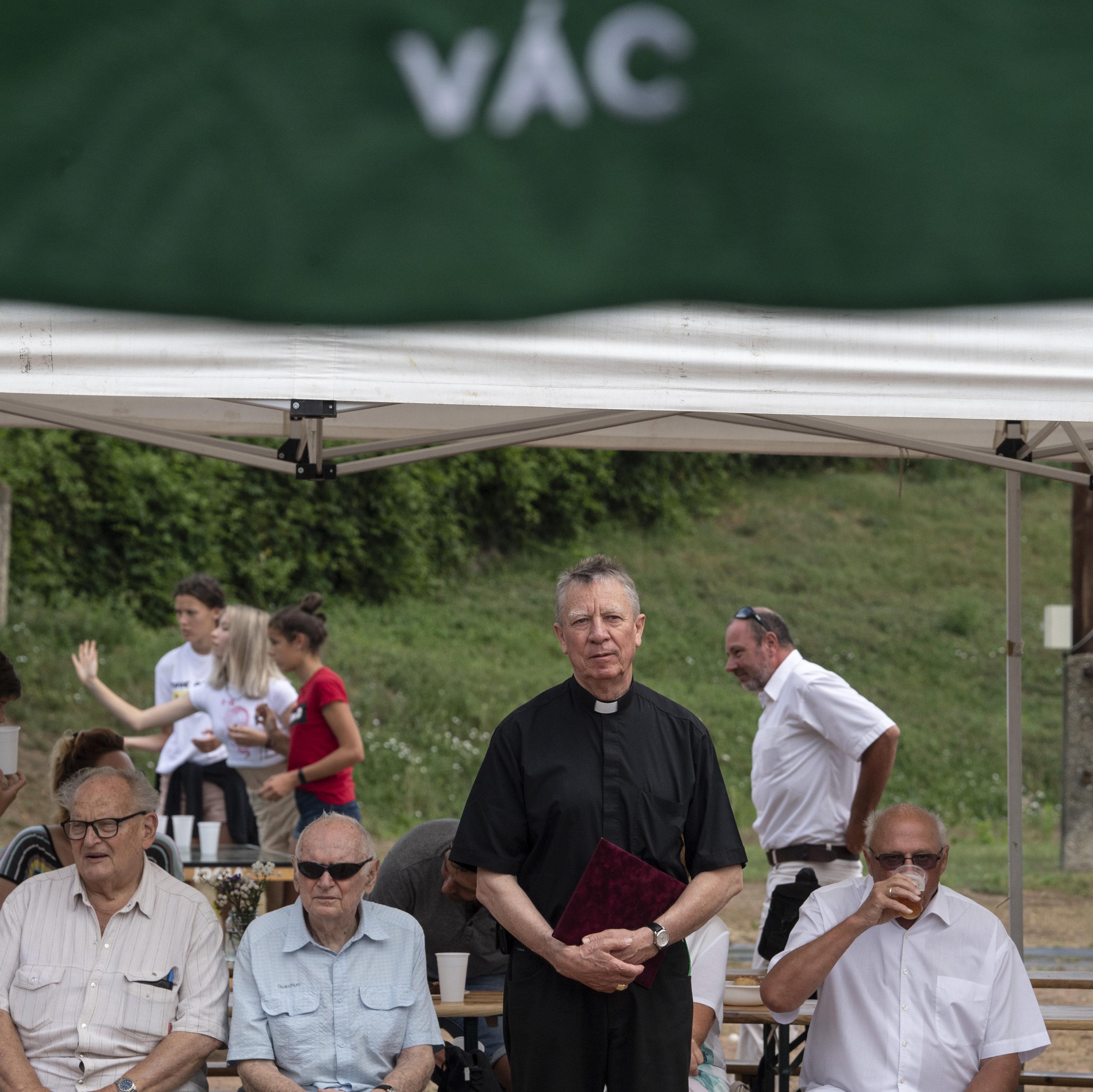 A választások előtt rászóltak Beer Miklós püspökre, hogy fogja be a száját
