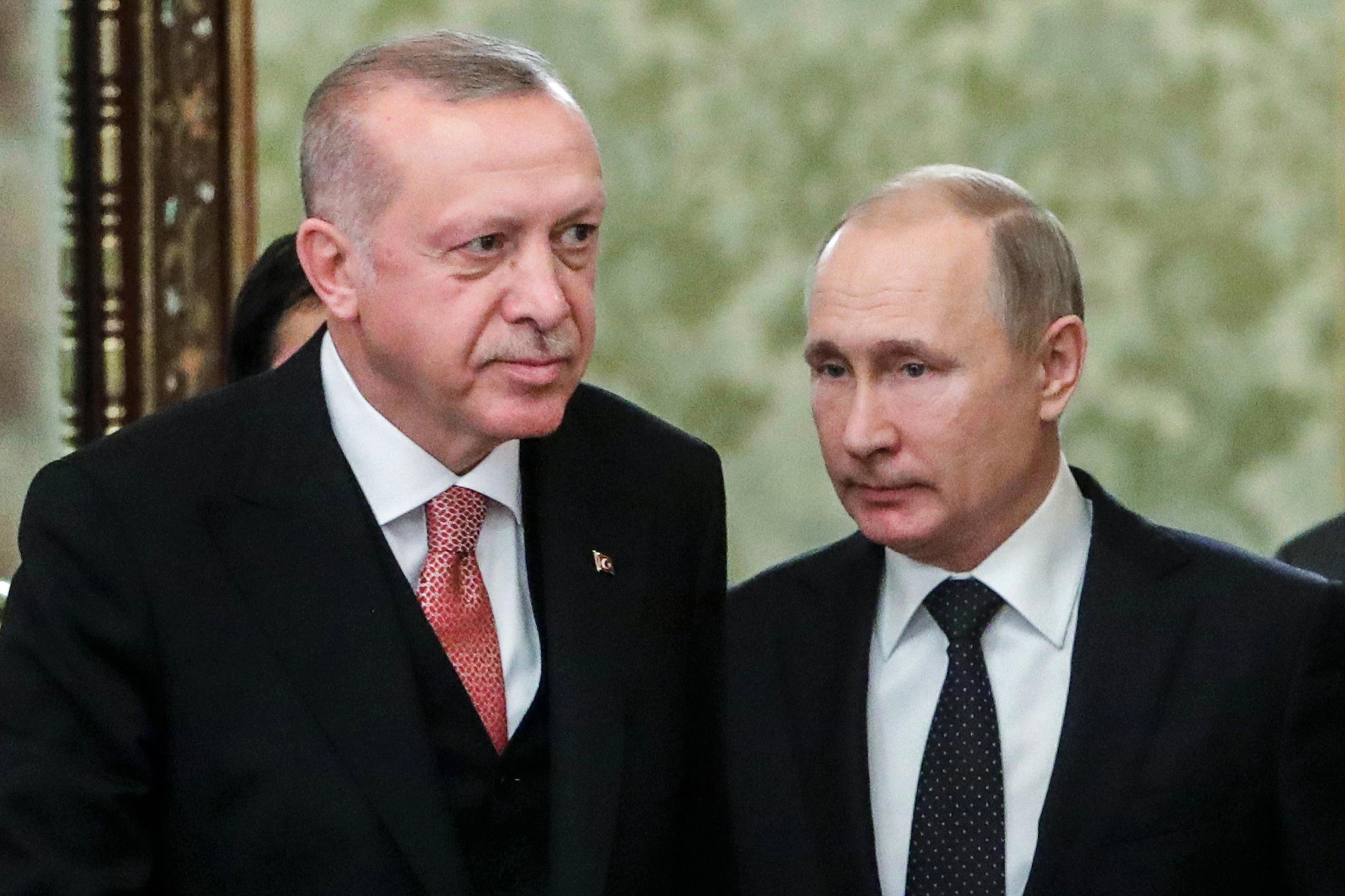 Hiába tiltakozik az USA, az oroszok újabb fegyvereket szállítottak Törökországnak