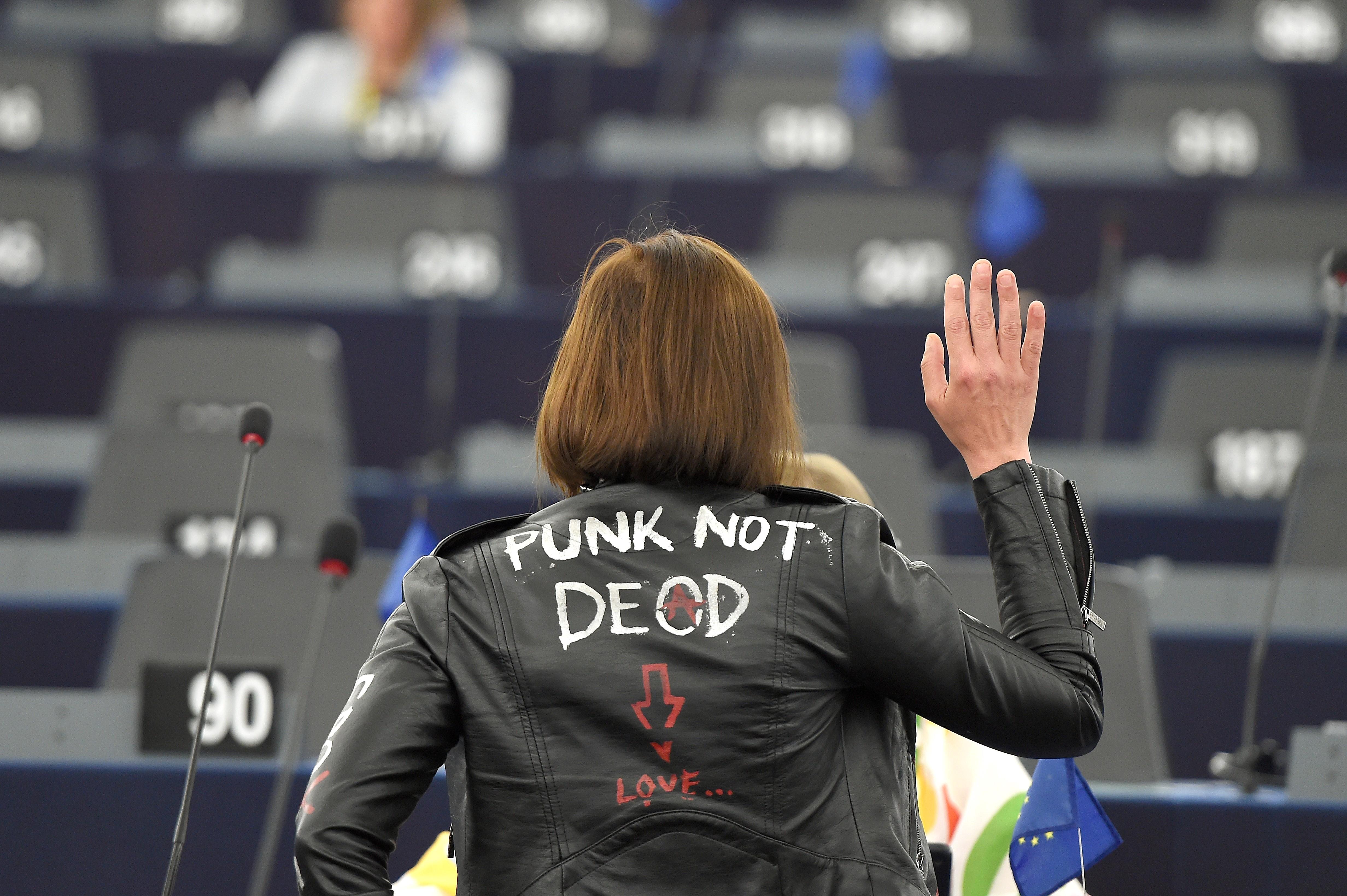 Kihozta a punkot a fideszes alelnökből az Európai Parlament