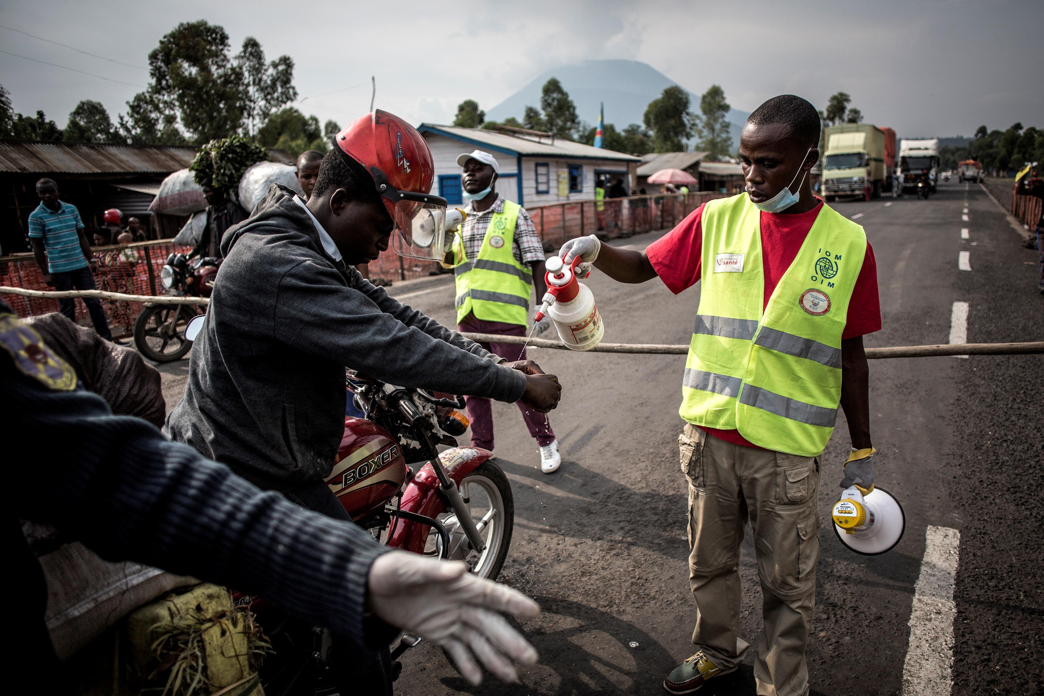 Csak nem tudják megakadályozni Kongóban, hogy az ebolával fertőzöttek utazgassanak