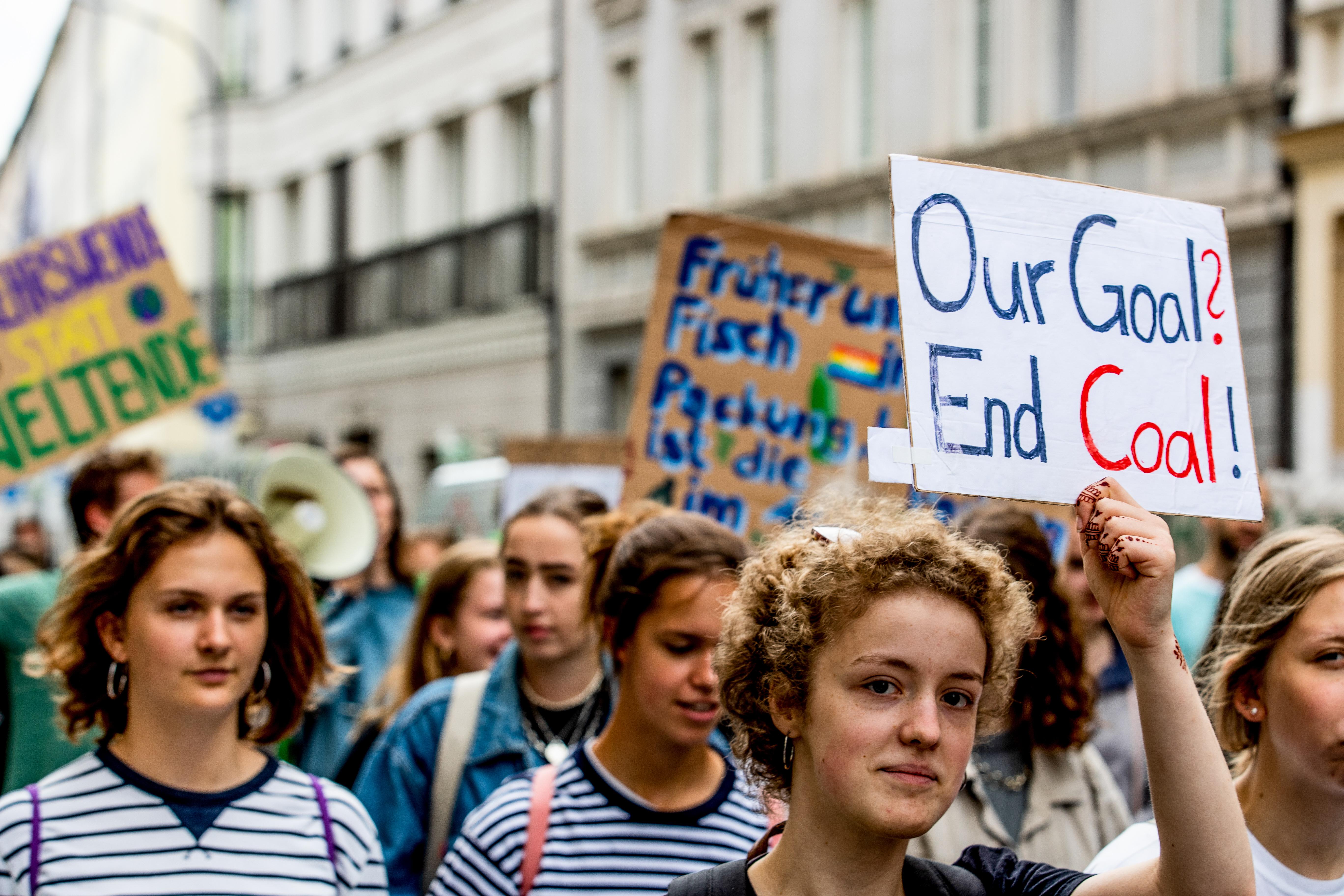 Megbírságolták az iskola helyett kílmasztrájkoló diákokat Németországban