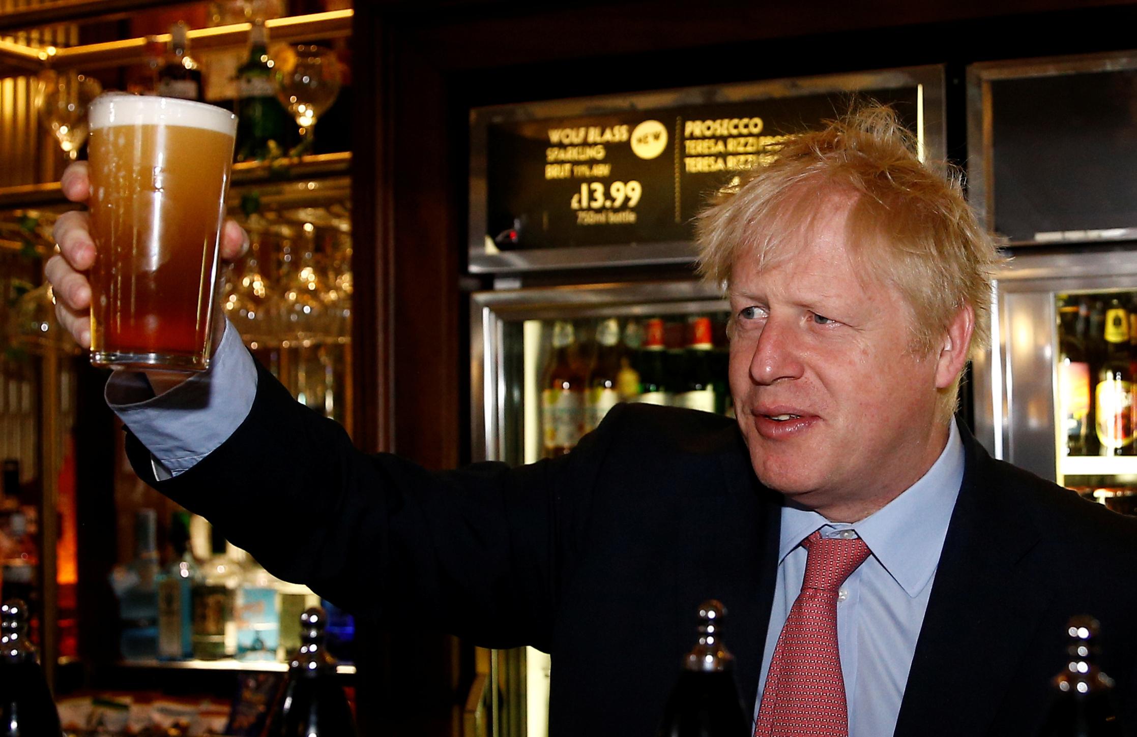 Lebukott a brit parlament: az este 10-es kötelező záróra nem vonatkozik a Westminster Palota kocsmáira és bárjaira