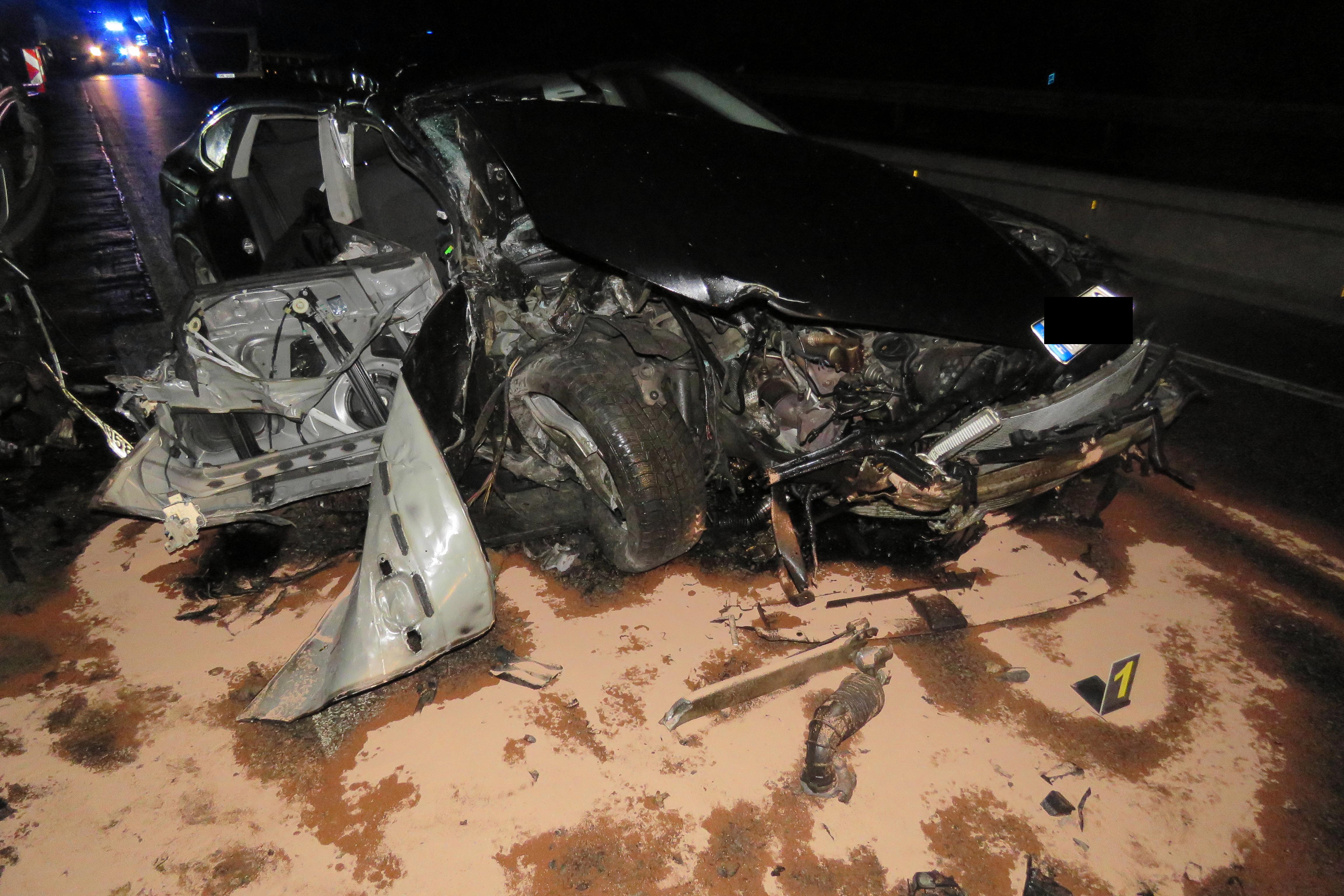 Lezárt autópályára hajtott, megölte kollégáját