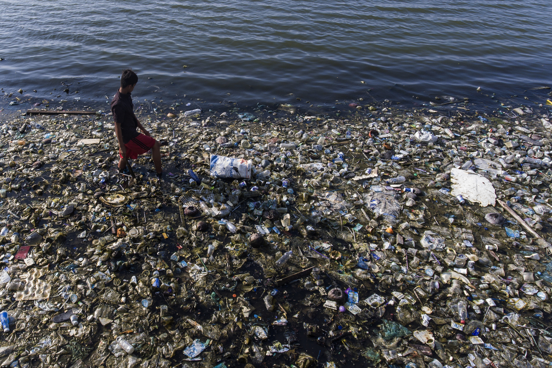 A járvány azonnali hatása, hogy sosem látott mennyiségű műanyag hulladék árasztotta el a Földet