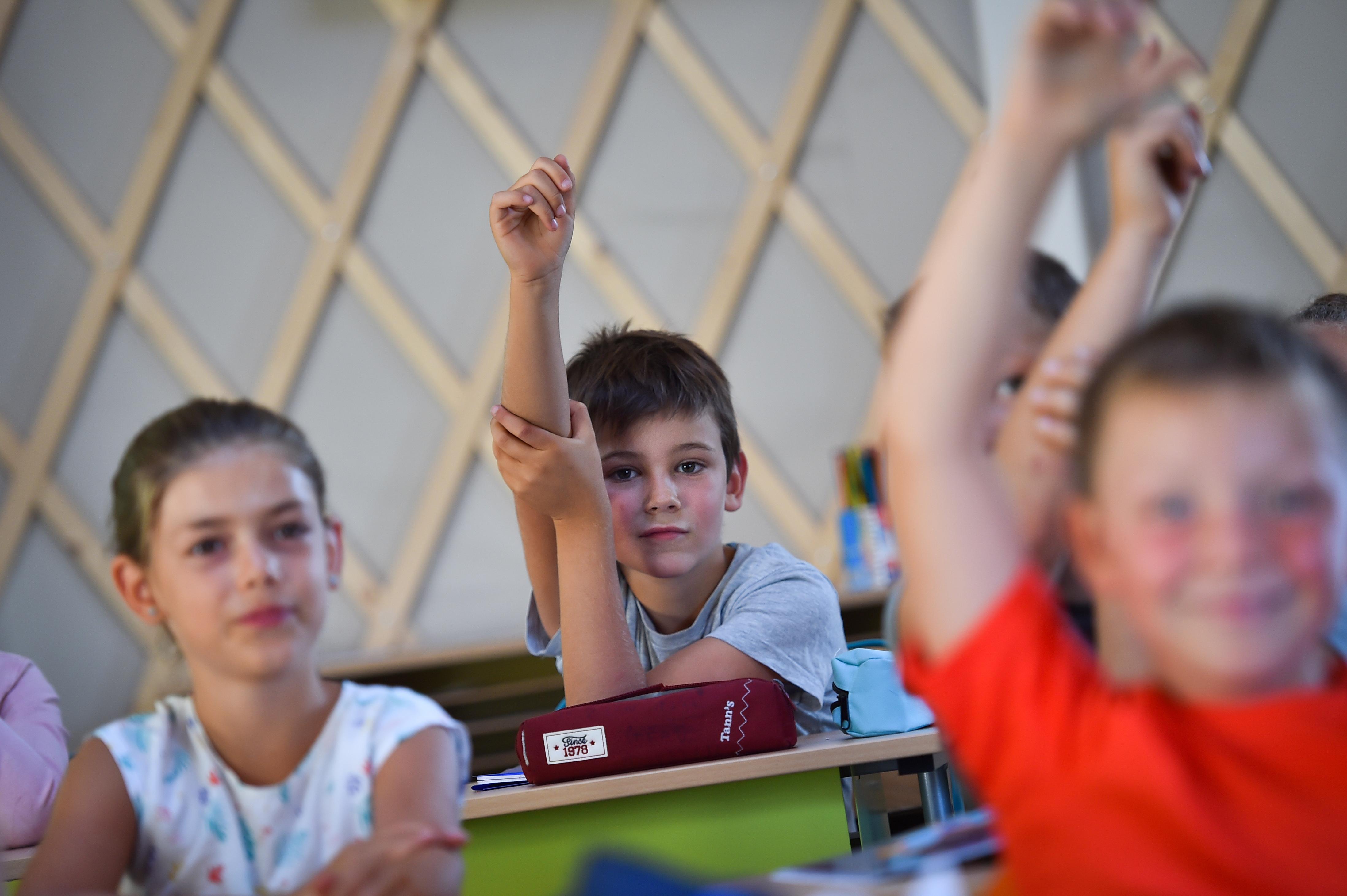 """""""A magyar oktatás olyan, mint egy nagy lyukas fazék, amiből egyszerre 30 helyen folyik a víz"""""""