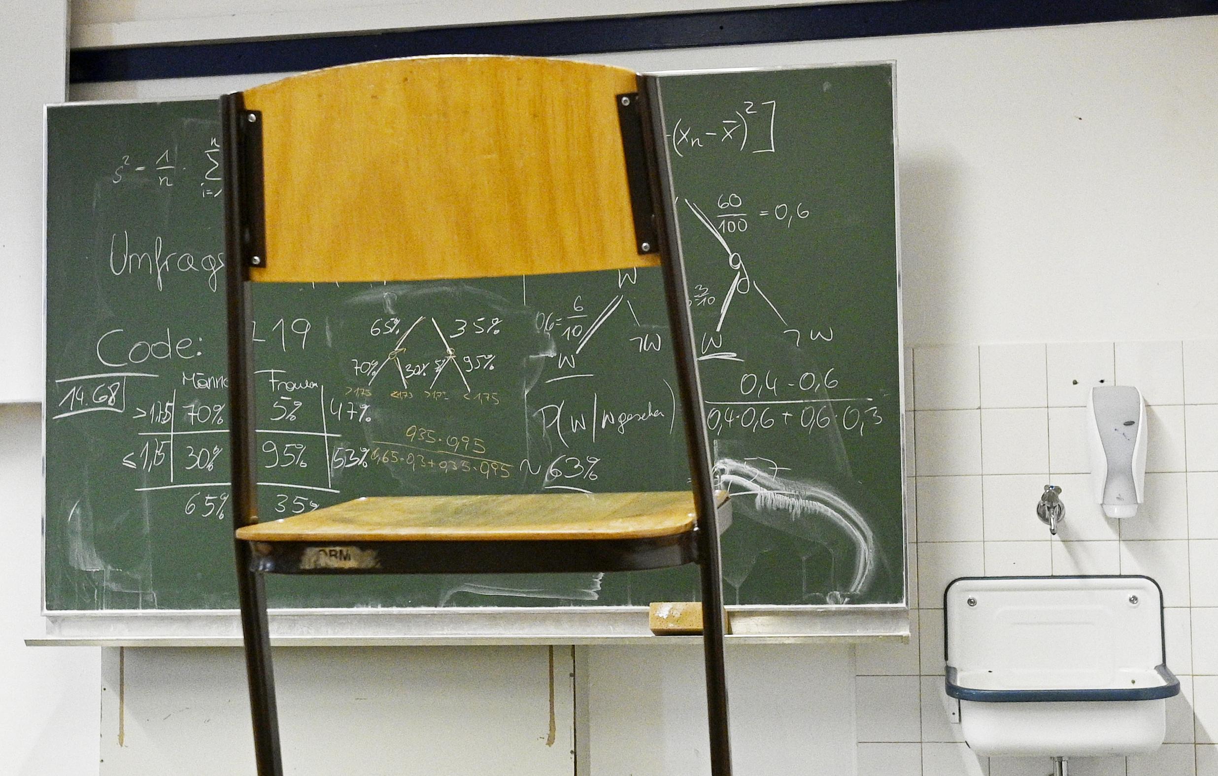A NAT-hoz igazítják és lebutítják tanárképzést