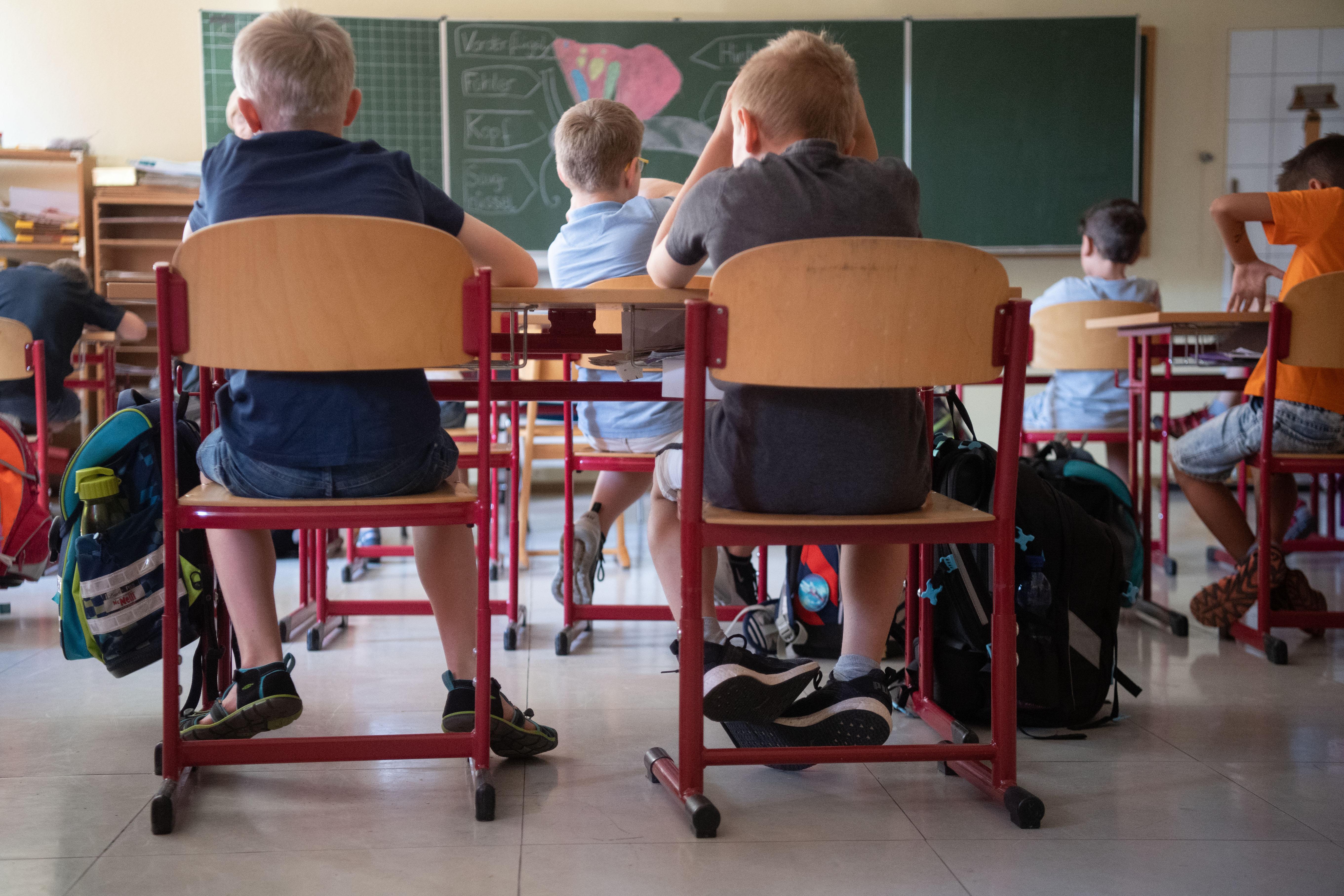 Boldogtalan hazafiakat nevelnek majd az iskolák, ha életbe lép az új NAT