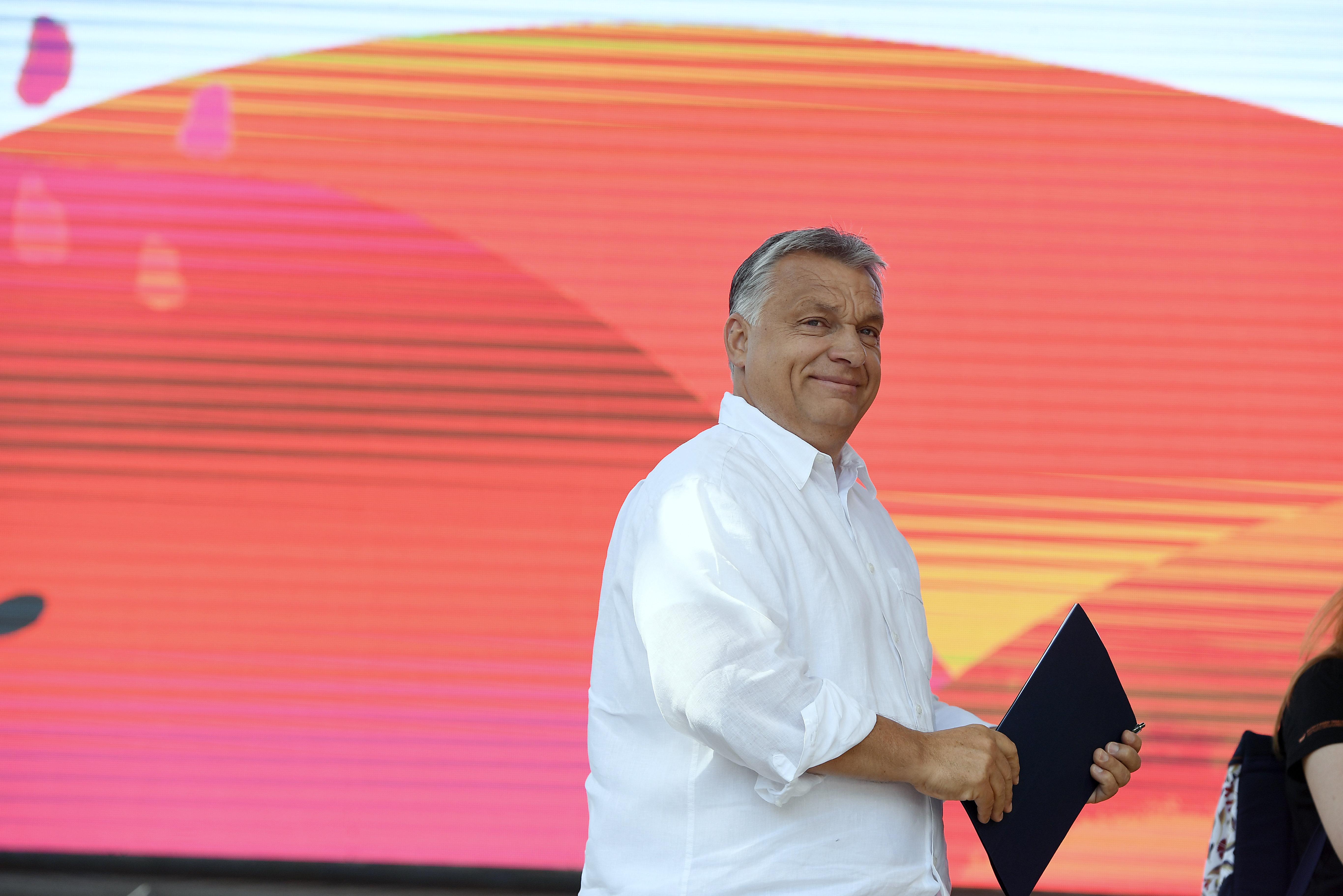 A gazdaságélénkítő csomagokat hallotta ki Orbán beszédéből a Financial Times