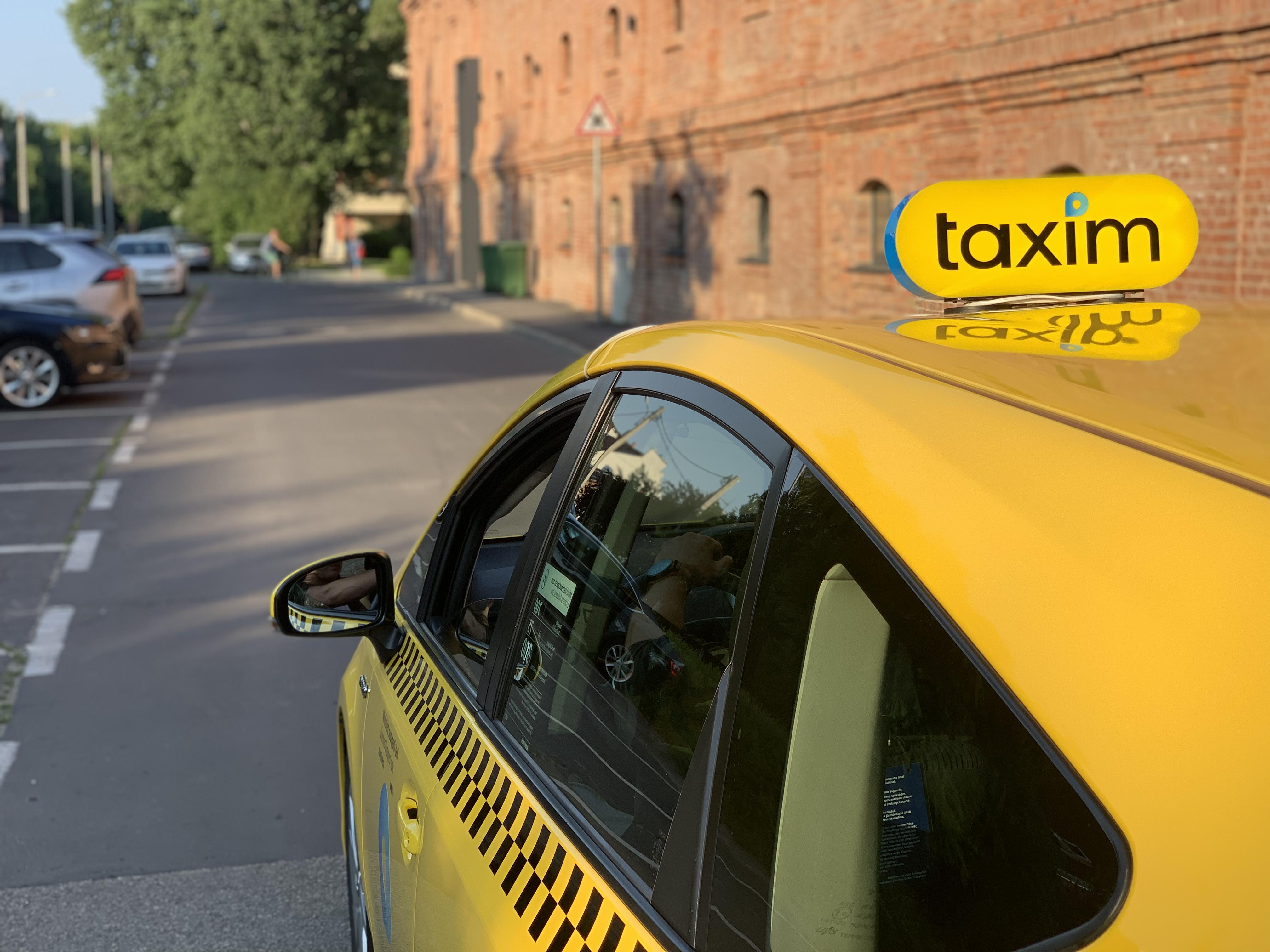 Már adományt is gyűjthet, aki a Taximmal az innovatív magyar taxis appal utazik