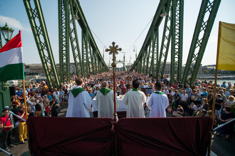 Először tartottak szentmisét a Szabadság hídon