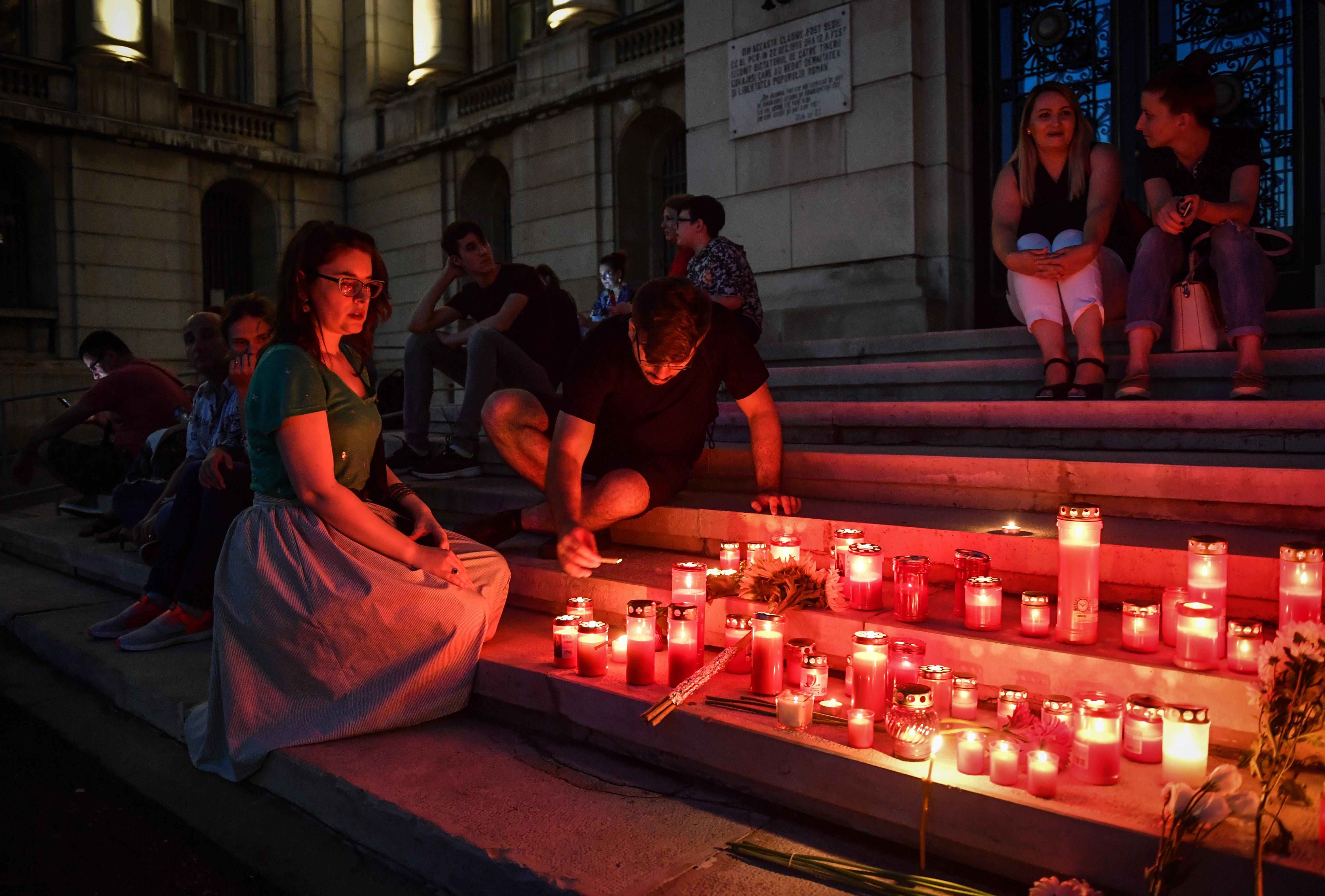 A tizenéves lányok megölésével vádolt román férfi elismerte, hogy elégette a 15 éves áldozatát