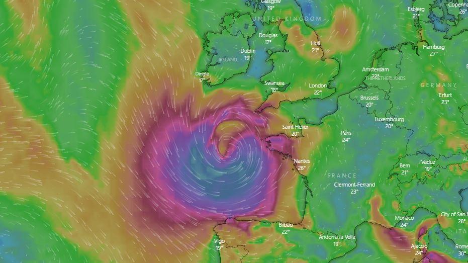 Egészen hurrikánszerű ciklon közelít a francia és brit partokhoz