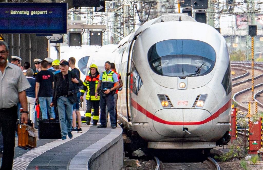 Pszichiátriai kezelés alatt állt a férfi, aki két embert lökött a vonat elé a frankfurti vasútállomáson