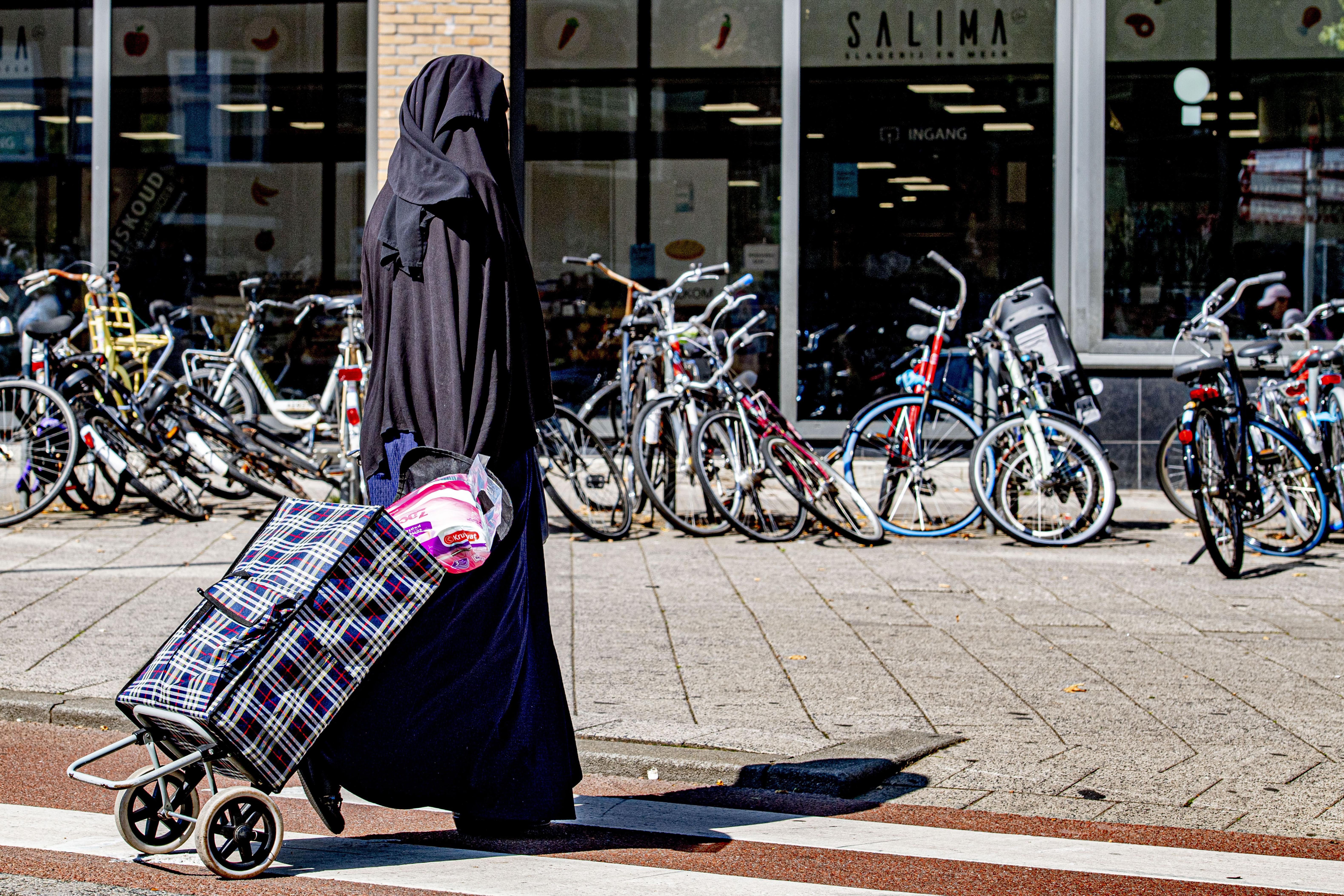 A holland rendőrök vonakodnak végrehajtani a burkatilalmat