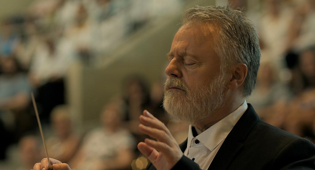 Máté Gábor alakítja a 13 éves tanítványát molesztáló karmestert