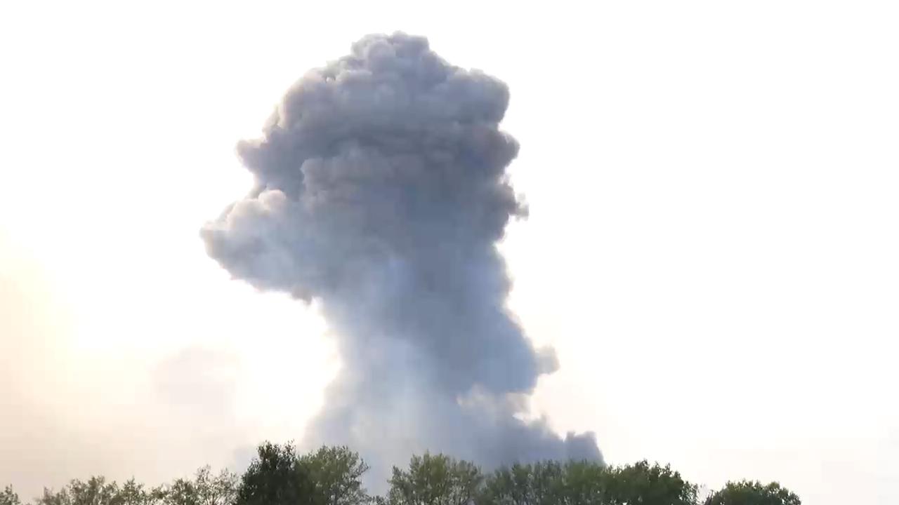 Eloltották a tüzet a Szibériában kigyulladt hadianyagraktárban