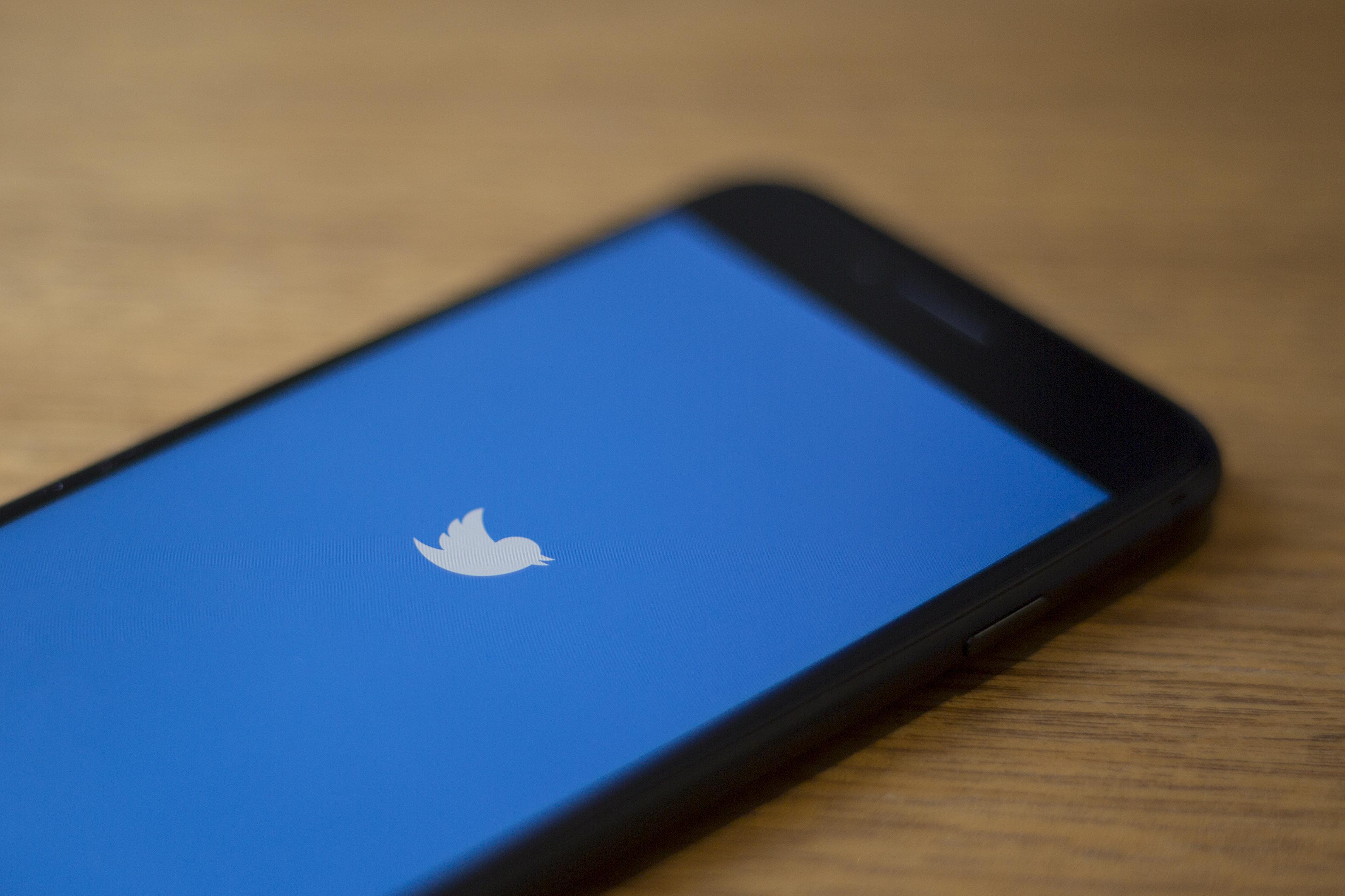 Nem fogja blokkolni a Twittert az orosz médiahatóság, de a lassítását meghosszabbította