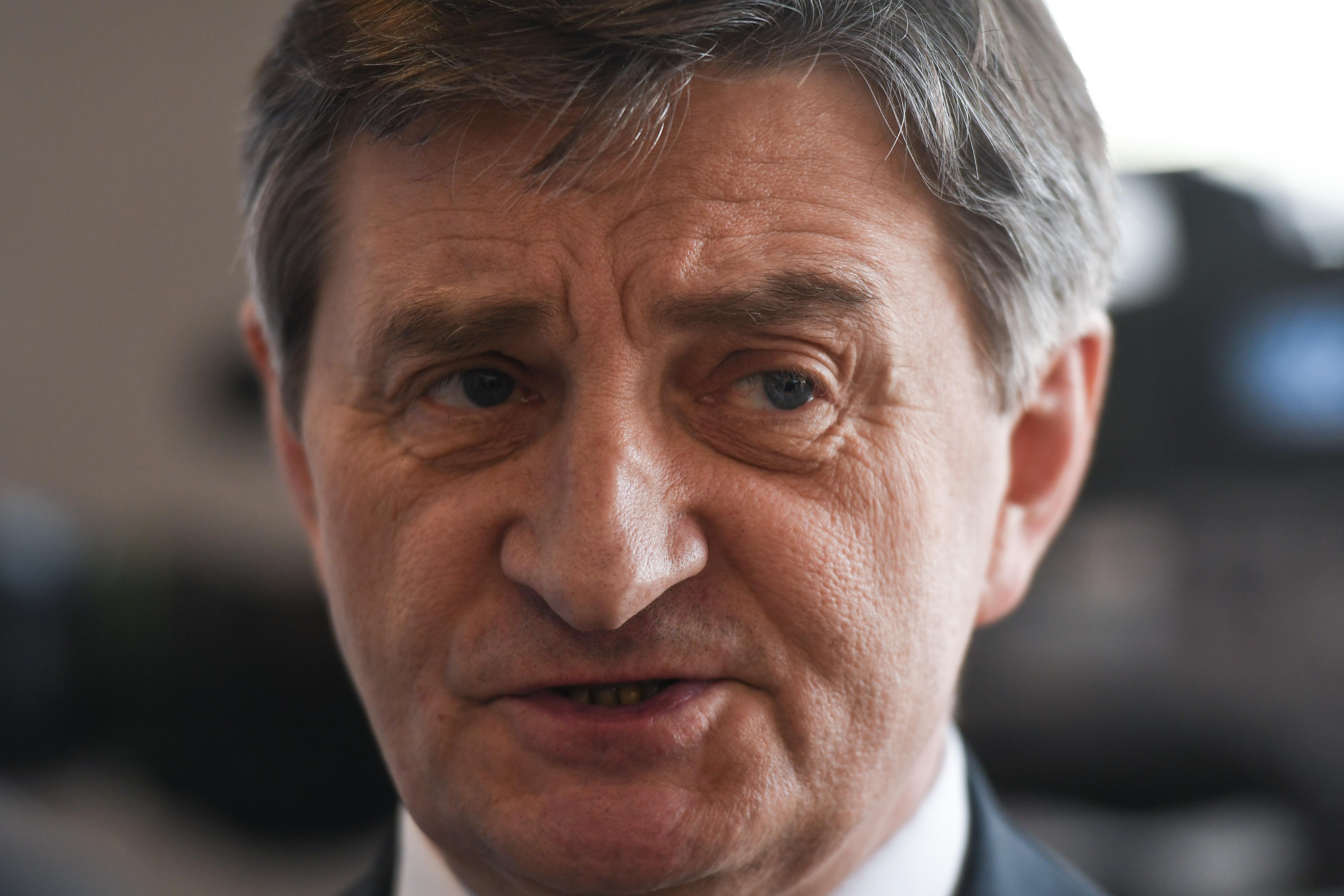 Túl sokat repkedett és röptette családtagjait, le kellett mondjon a lengyel parlament házelnöke