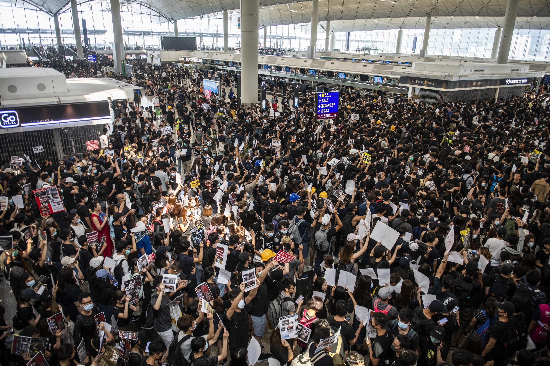 Cenzúrázni kezdték a tankönyveket Hongkongban