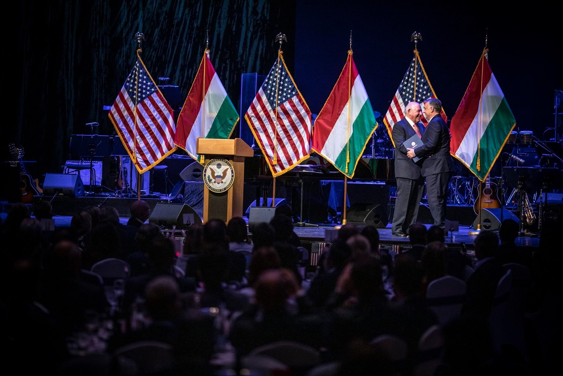 Orbán megígérte az USA-nak, nem engedi a Szabadság térre az orosz hátterű bankot, és a titkosszolgálatot is rájuk állítja