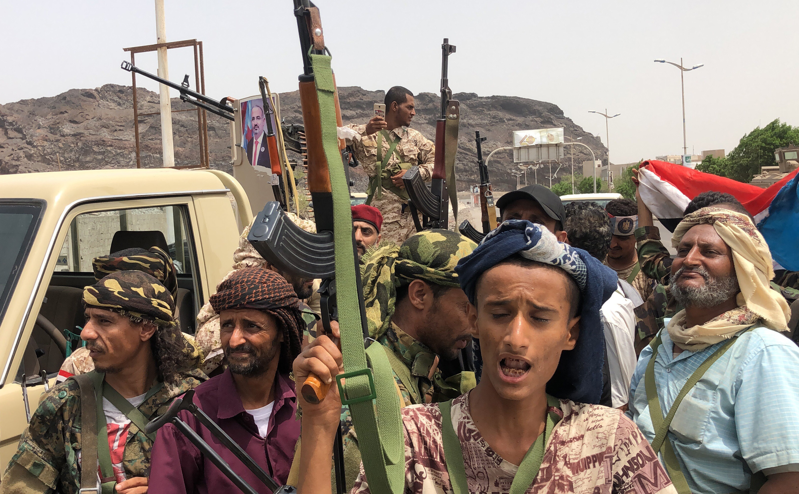 Jemenben már a szaúdiak és az emírségekbeliek milíciái is lövik egymást