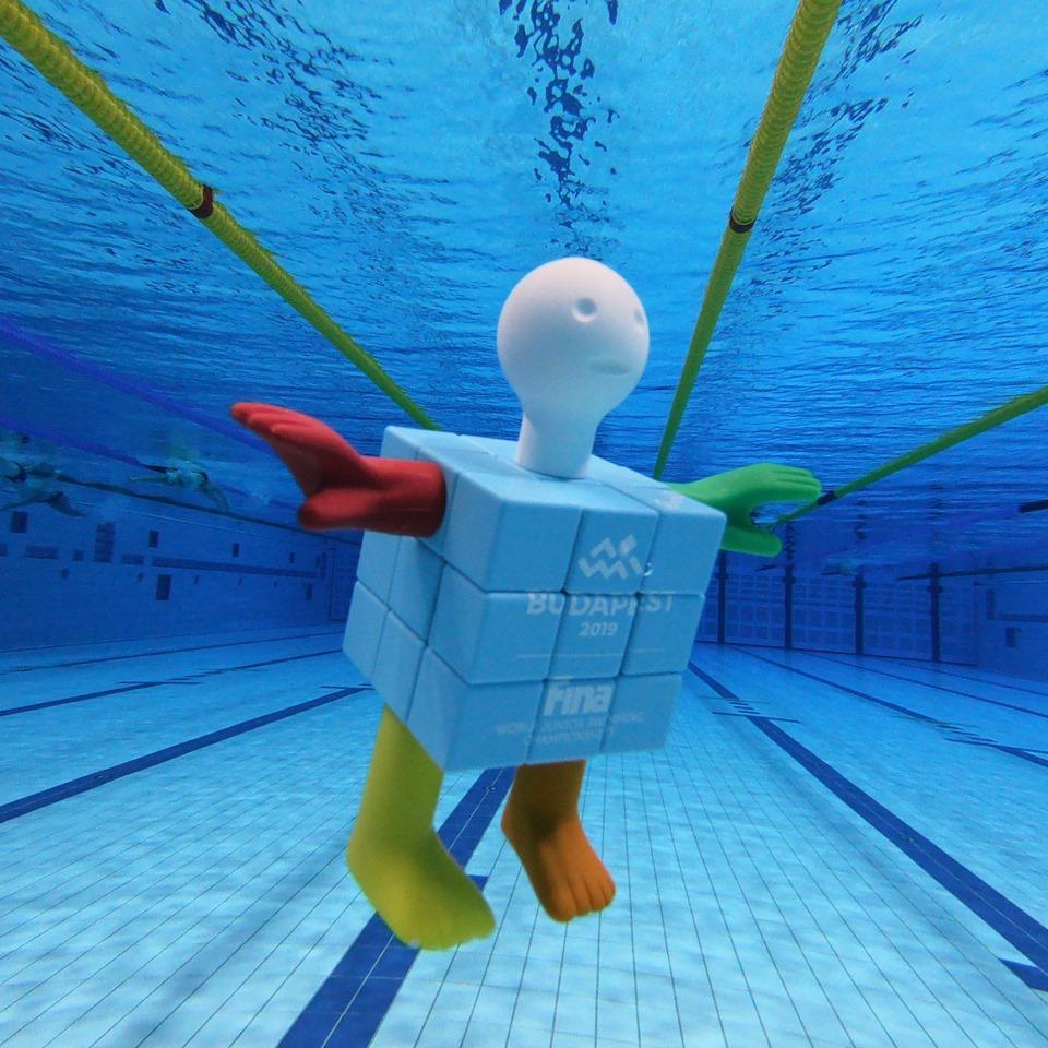 A budapesti junior úszó-vb kabalája a Rubik-kocka ihlette Cubeman